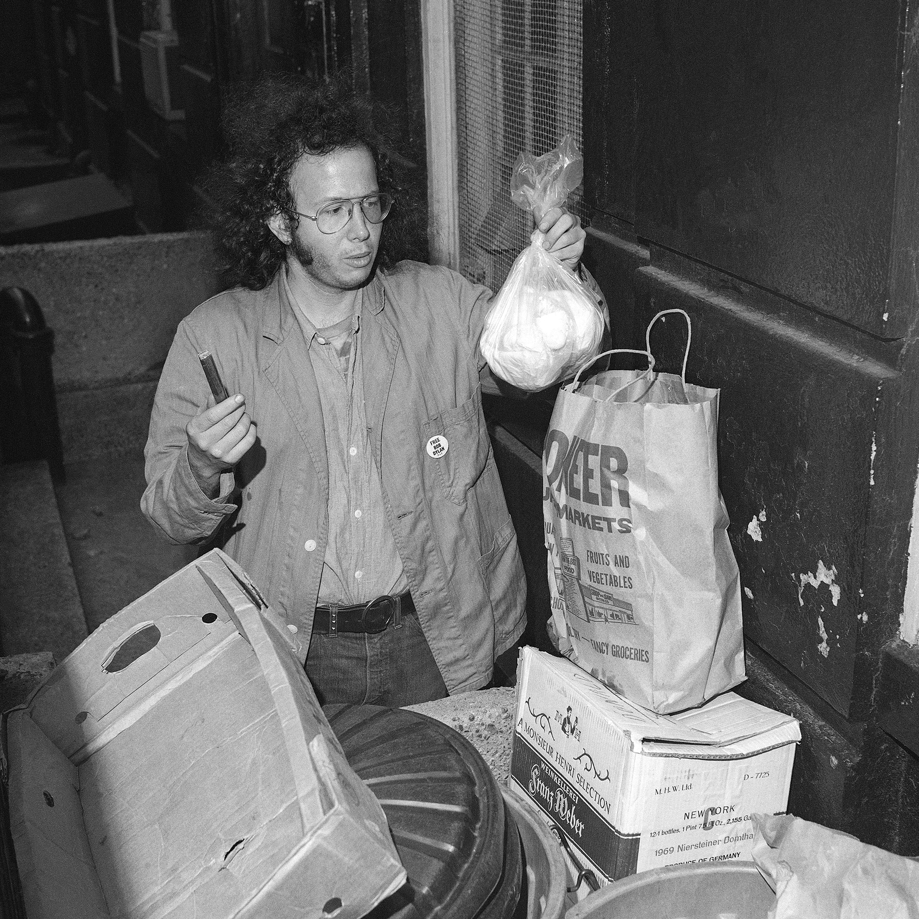 Self proclaimed yippie, Alan J. Weberman, pursues a new kind of sidewalk research: analyzing garbage, outside the home of singer-poet Bob Dylan in New York on Oct. 12, 1971. He holds an unsmoked cigar and a plastic bag full of diapers. Weberman claims his garbage research gives an added, if somewhat unusual, insight into the lives of personages.(AP Photo/Anthony Camerano)