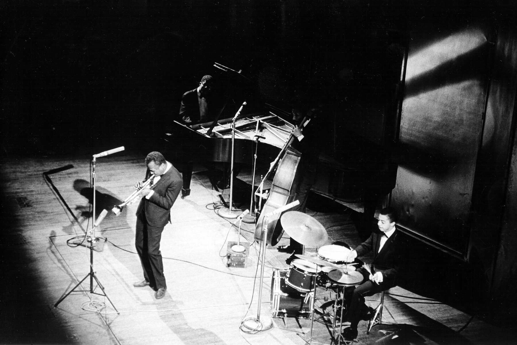 CIRCA 1964: (L-R) Jazz trumpeter Miles Davis, pianist Herbie Hancock, bassist Ron Carter and drummer Tony Williams perform onstage in circa 1964. (Photo by Michael Ochs Archives/Getty Images)