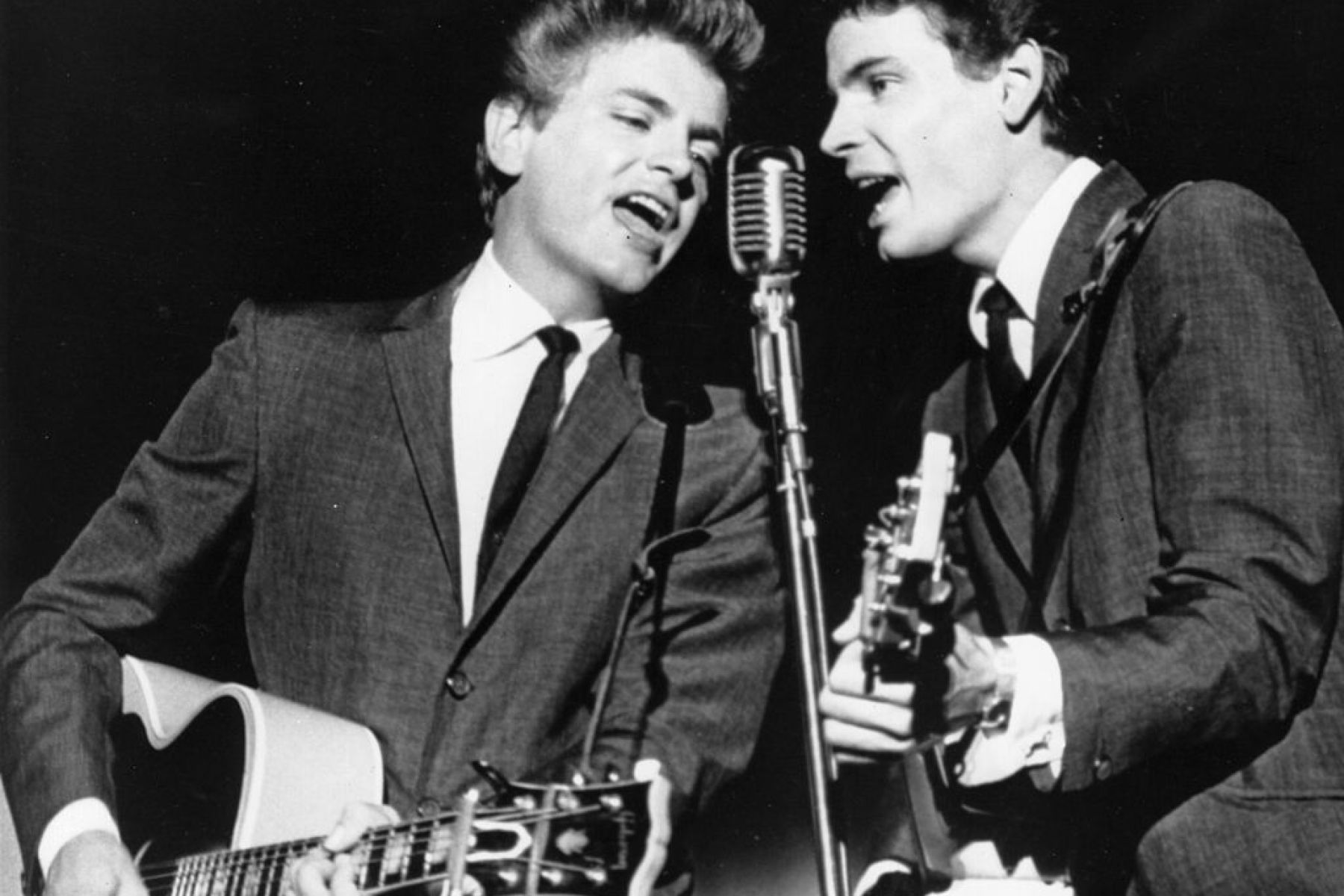 Popular musical duo Phil and Don Everly recording at the Warner Brothers studio in Hollywood, 1963.   (Photo by Keystone/Getty Images)