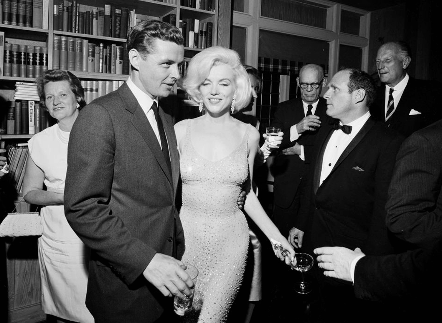Marilyn 8 Rolling Monroe's Kennedy Dress Million – Stone Sells For4 rCsthdQ