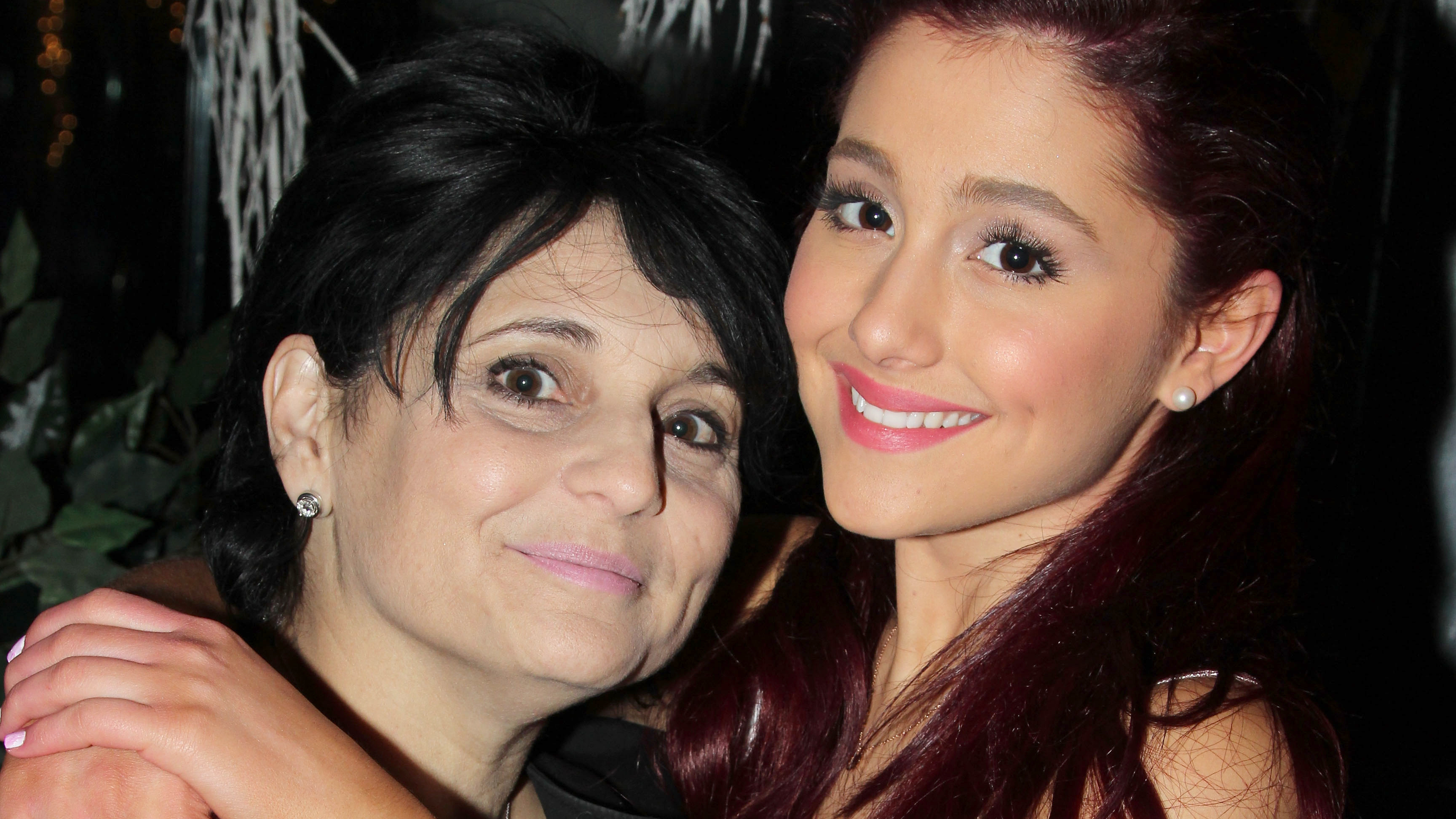 ariana grande s mom speaks out after manchester attack rolling stone