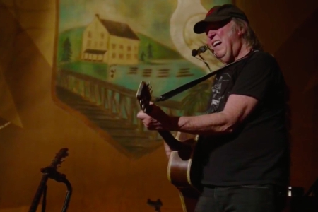 Watch Neil Youngs Intimate Acoustic Ontario Concert