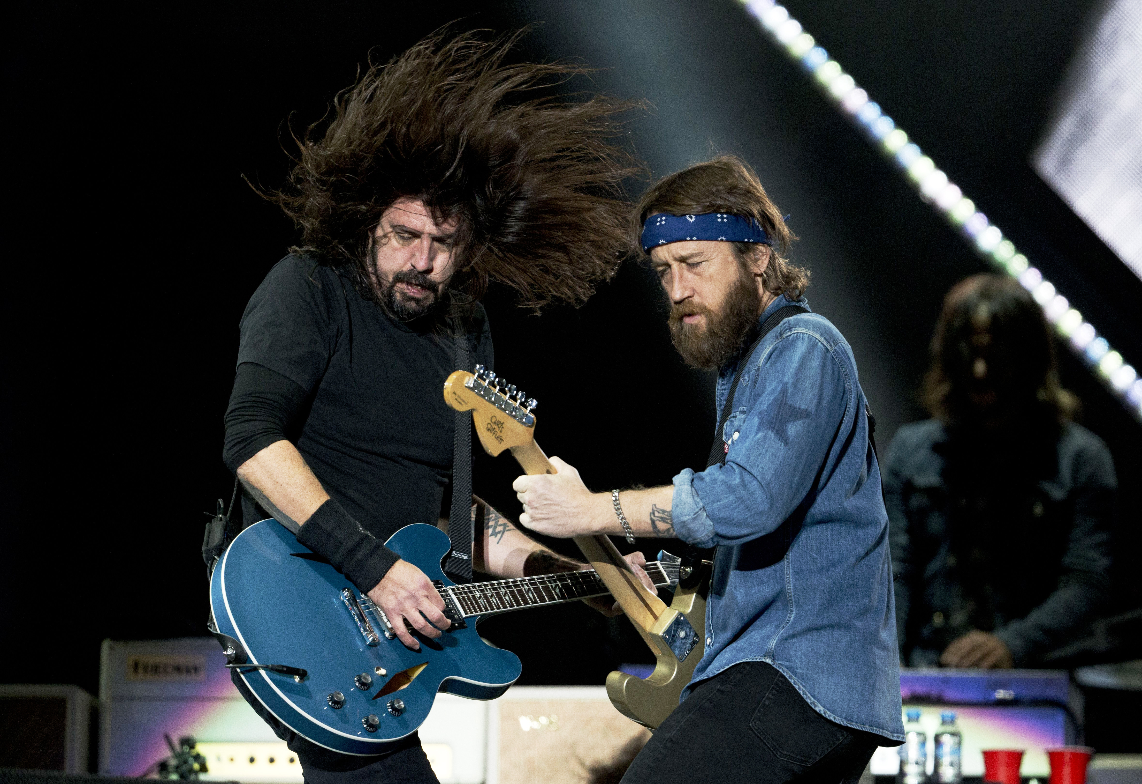 foo fighters chris shiflett on band s unpredictable tour rolling