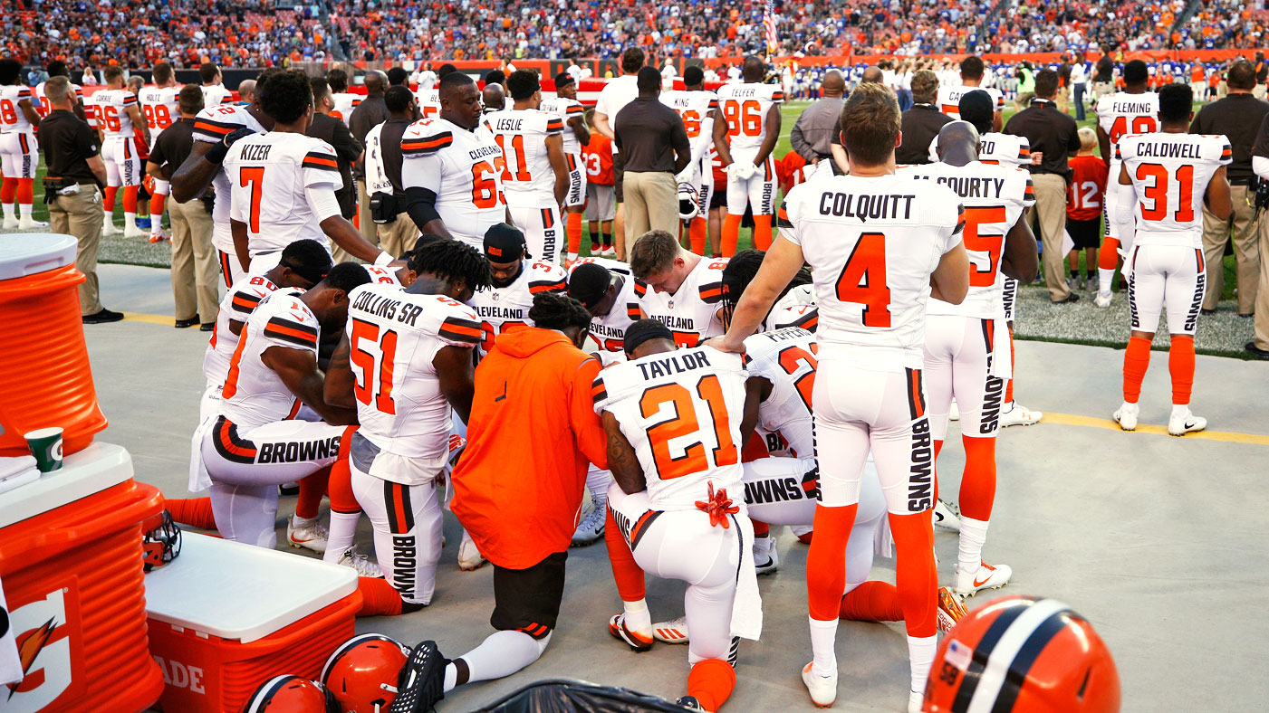 3db631b0e0d CLEVELAND, OH - AUGUST 21: A group of Cleveland Browns players kneel in a