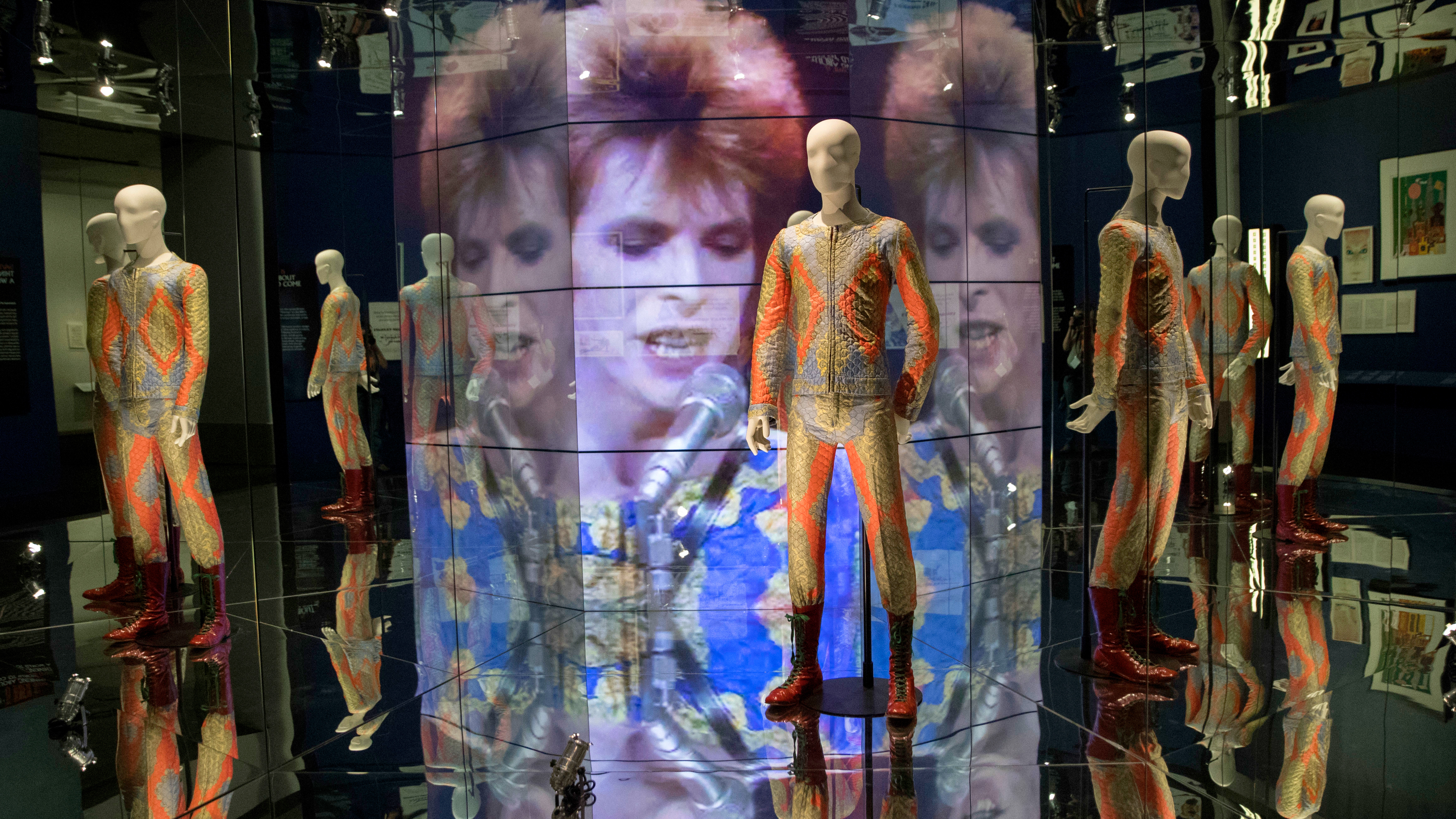 David Bowie Is Exhibit In Brooklyn Rob Sheffield Review Rolling Little Fresco Pink Shoes Stone