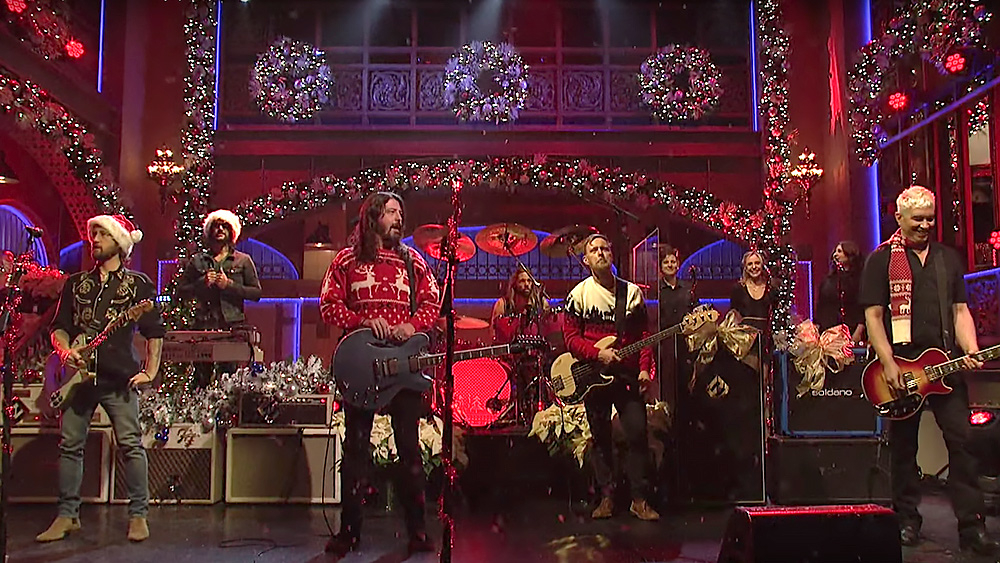 foo fighters turn everlong into christmas medley on snl rolling stone