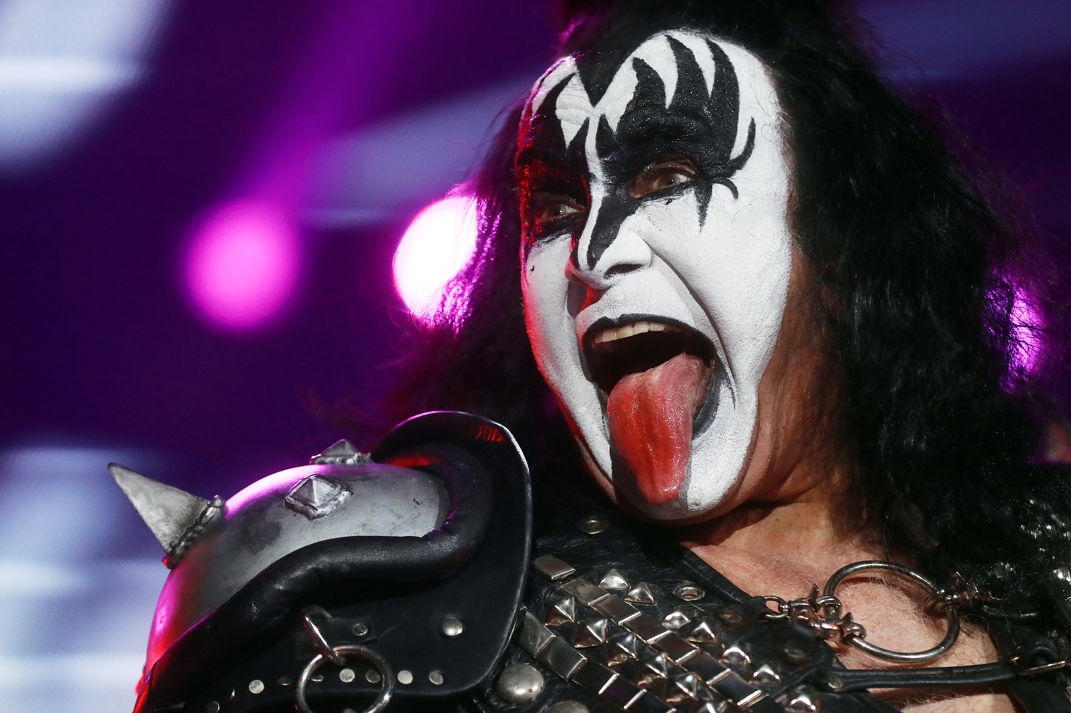 gene simmons announces 2 000 box set the vault rolling stone. Black Bedroom Furniture Sets. Home Design Ideas