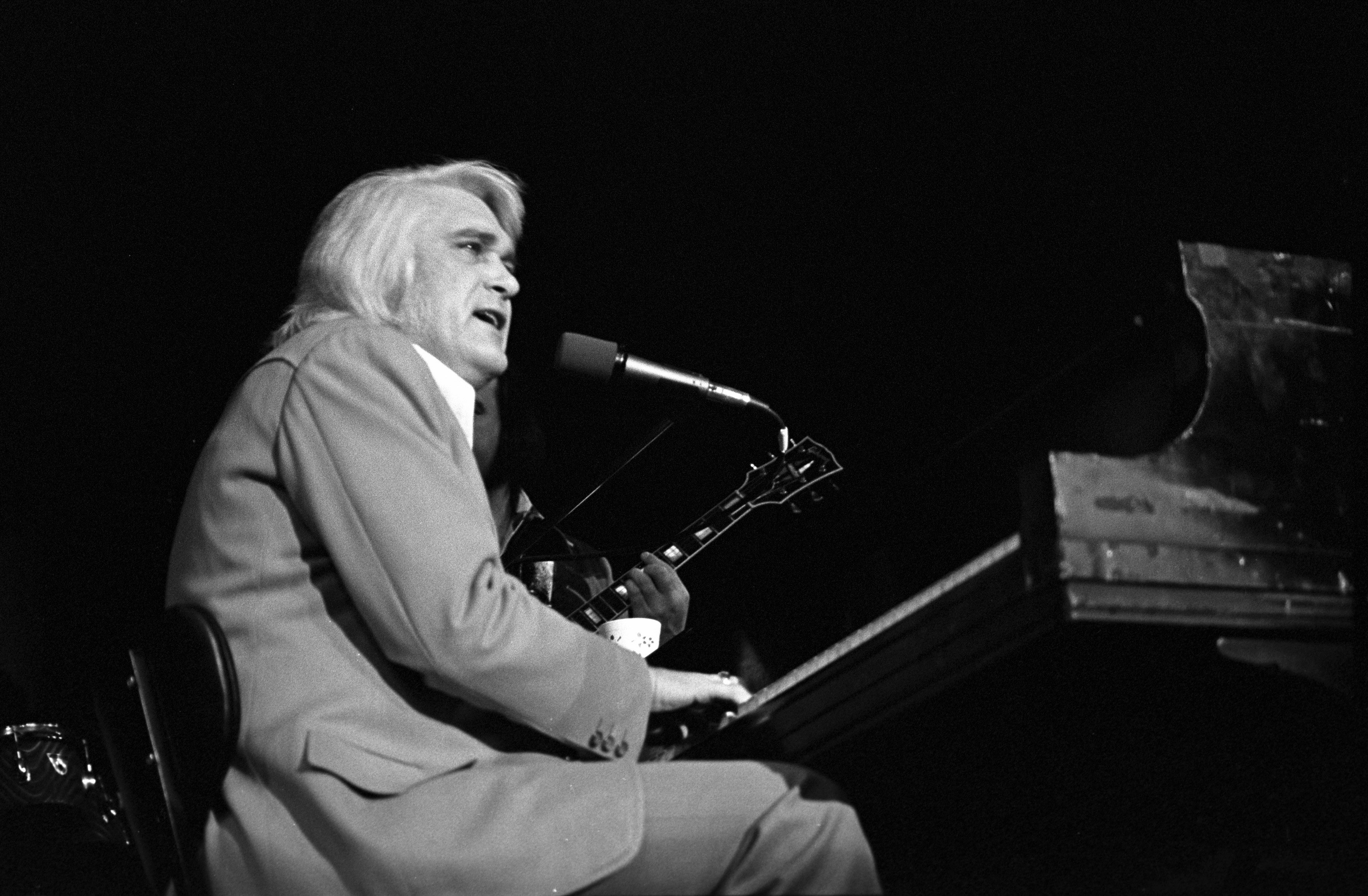 Flashback See Charlie Rich Sing Behind Closed Doors On Late Night