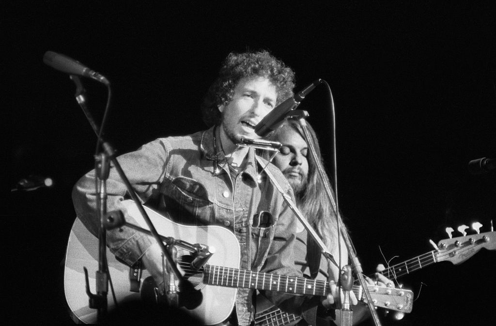Bob Dylan's Rolling Thunder Revue Guitar Sells for $396,000 at Auction