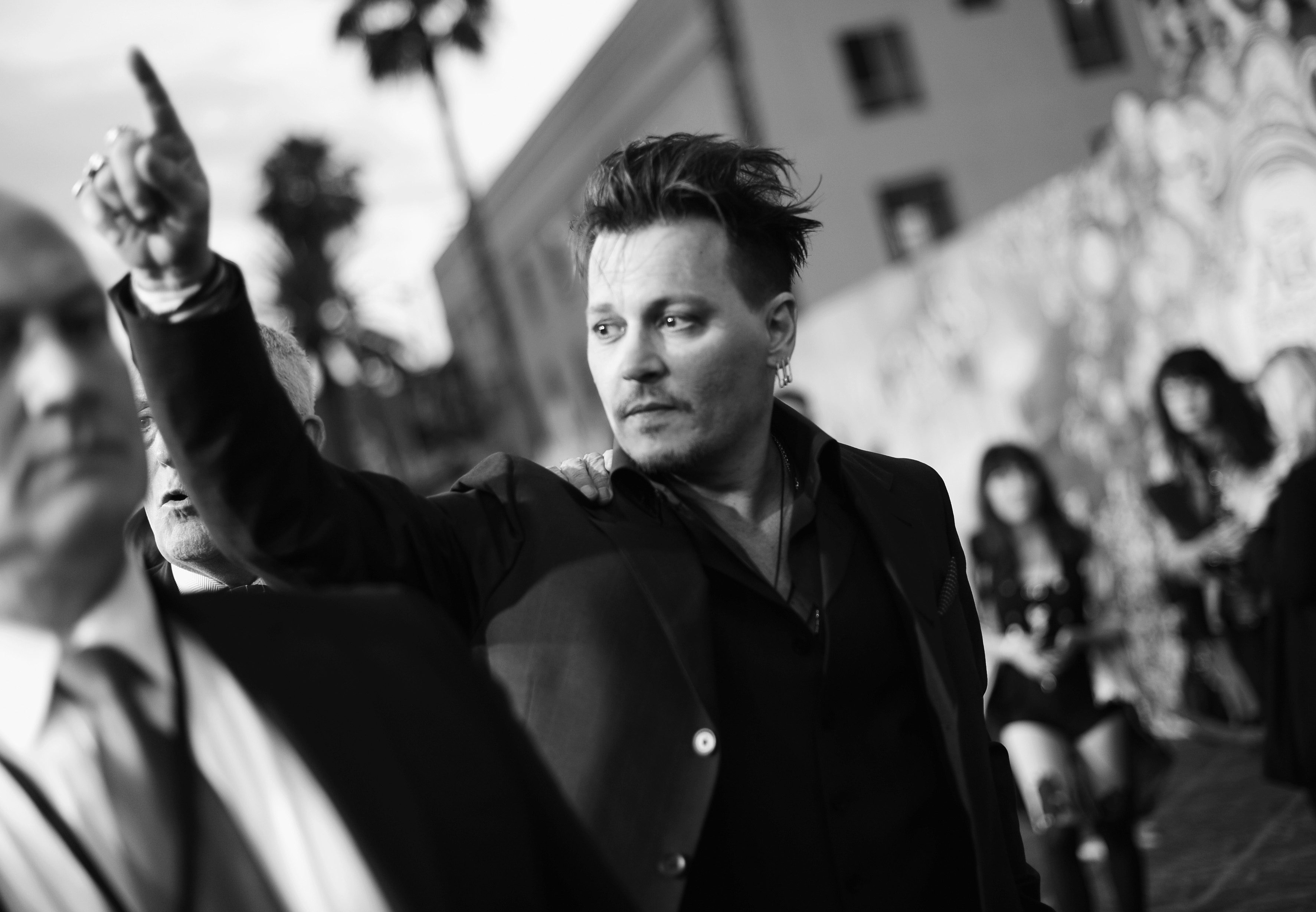 Johnny depp to play notorious b i g investigator russell poole in film