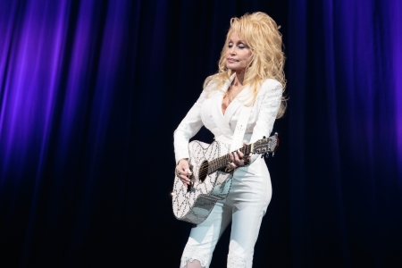 Dolly Parton S Dixie Stampede Attraction To Change Name