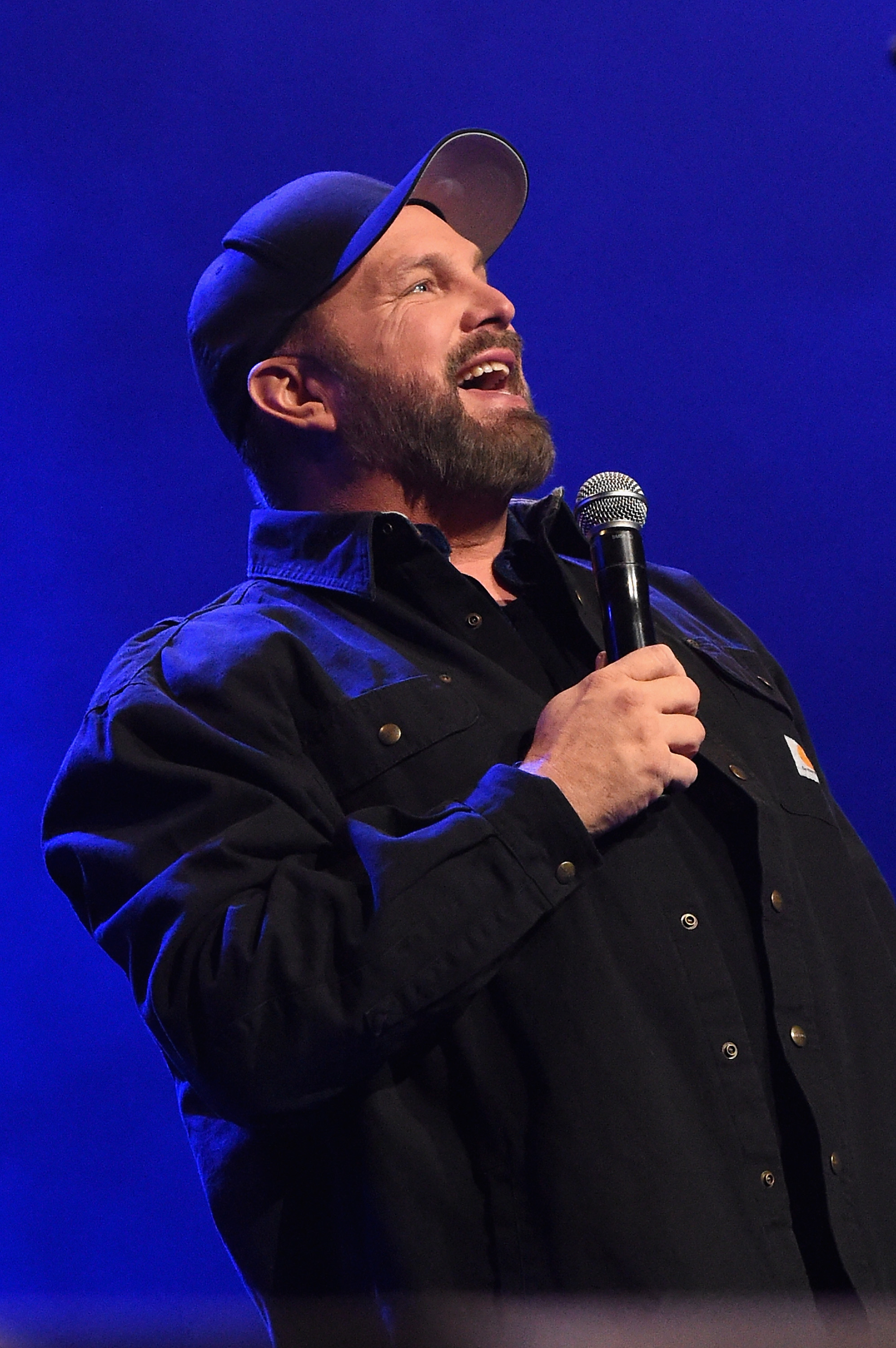 Garth Brooks Sings For Randy Travis At Moving Tribute Show Rolling