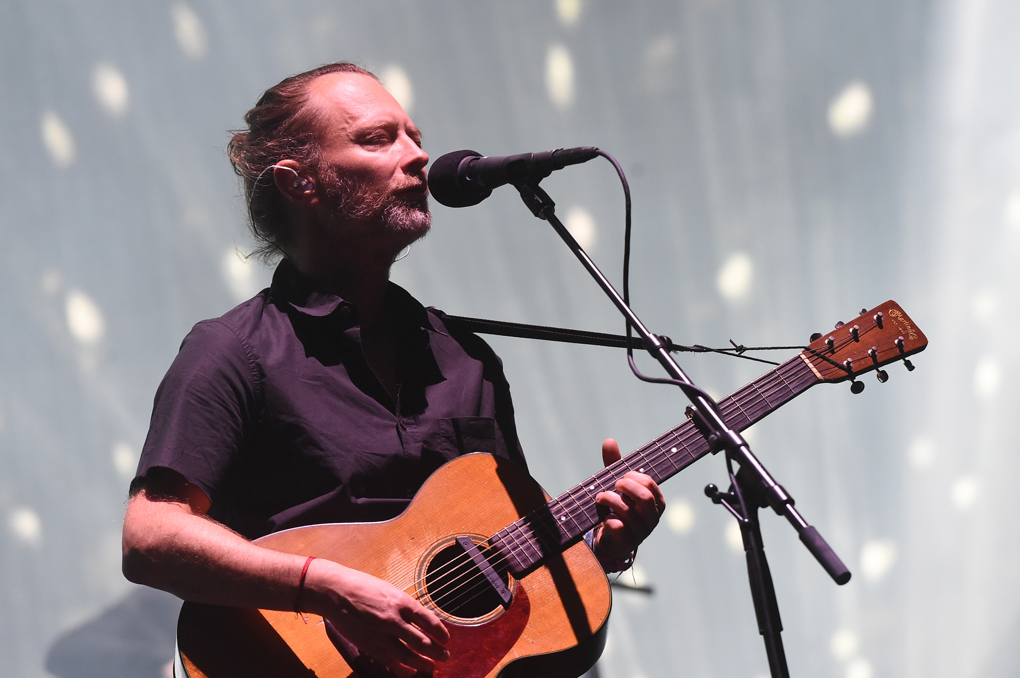 Hear radioheads previously unreleased song i promise rolling stone thom yorke radiohead solutioingenieria Gallery