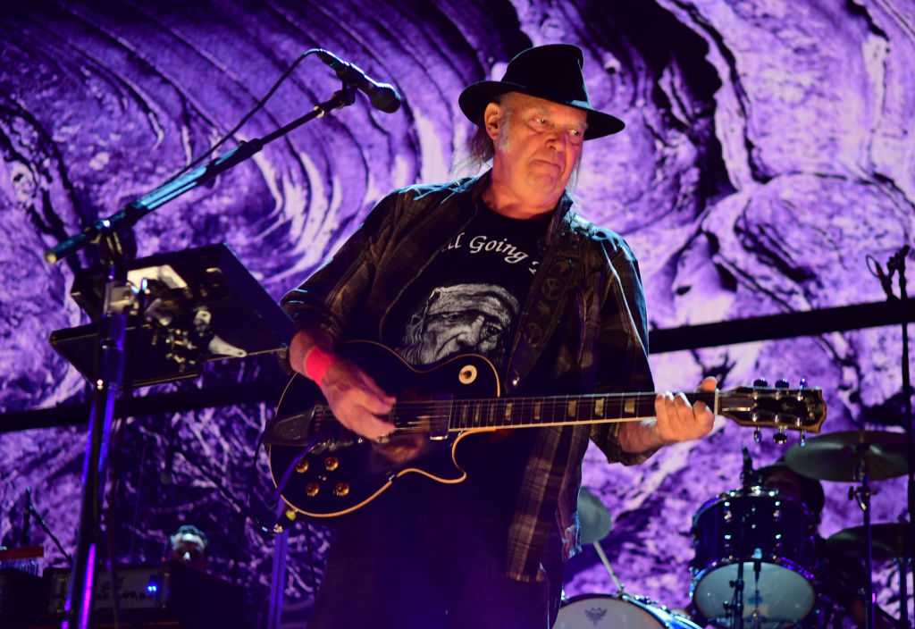 Neil Young Roars Back To Life With Blazing Farm Aid Set Rolling Stone