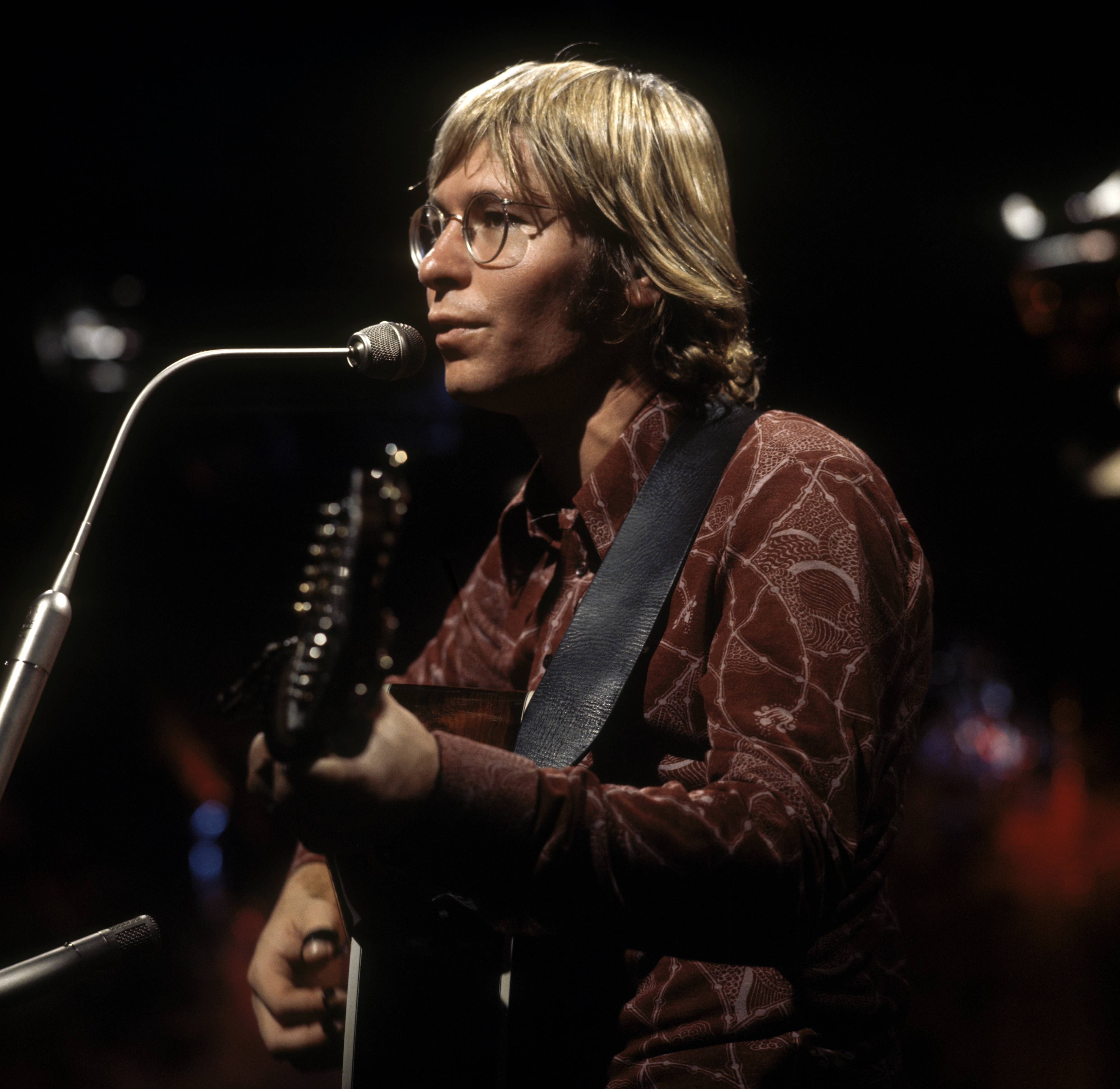 Flashback: Watch John Denver Sing \'This Old Guitar\' – Rolling Stone