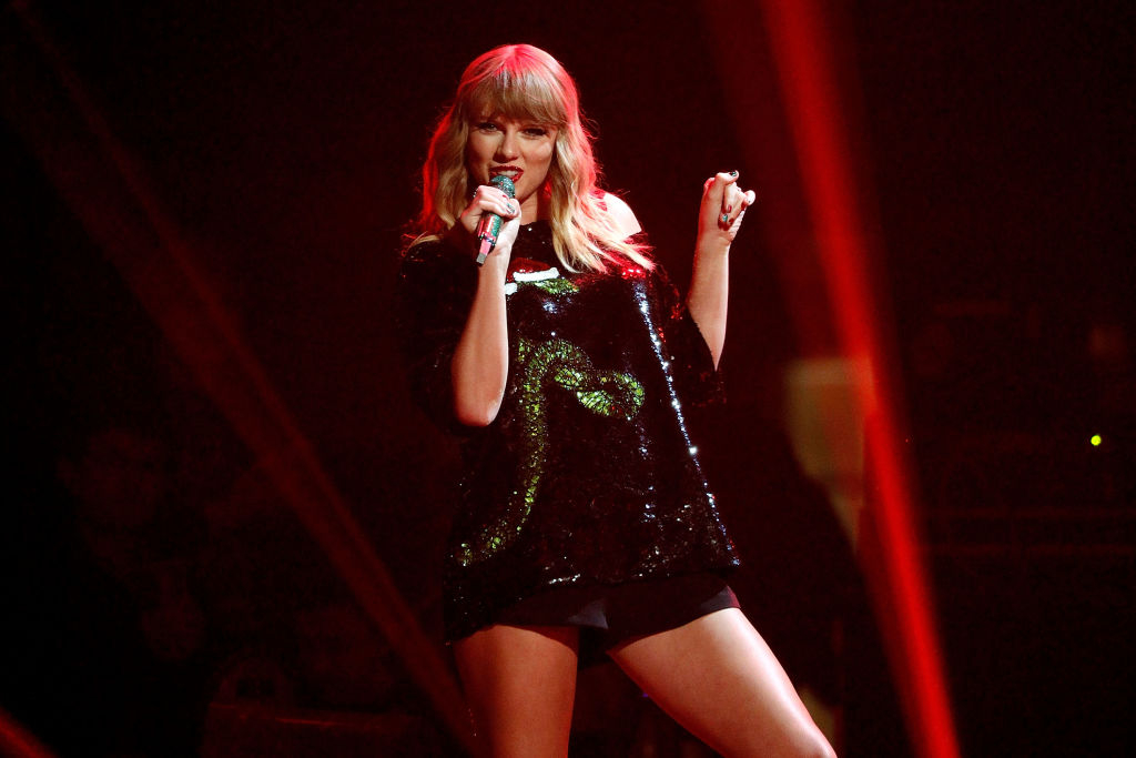 taylor swifts reputation returned to number one on the billboard 200 as last minute christmas shopping propelled the album back into the top spot - Taylor Swift Christmas Album