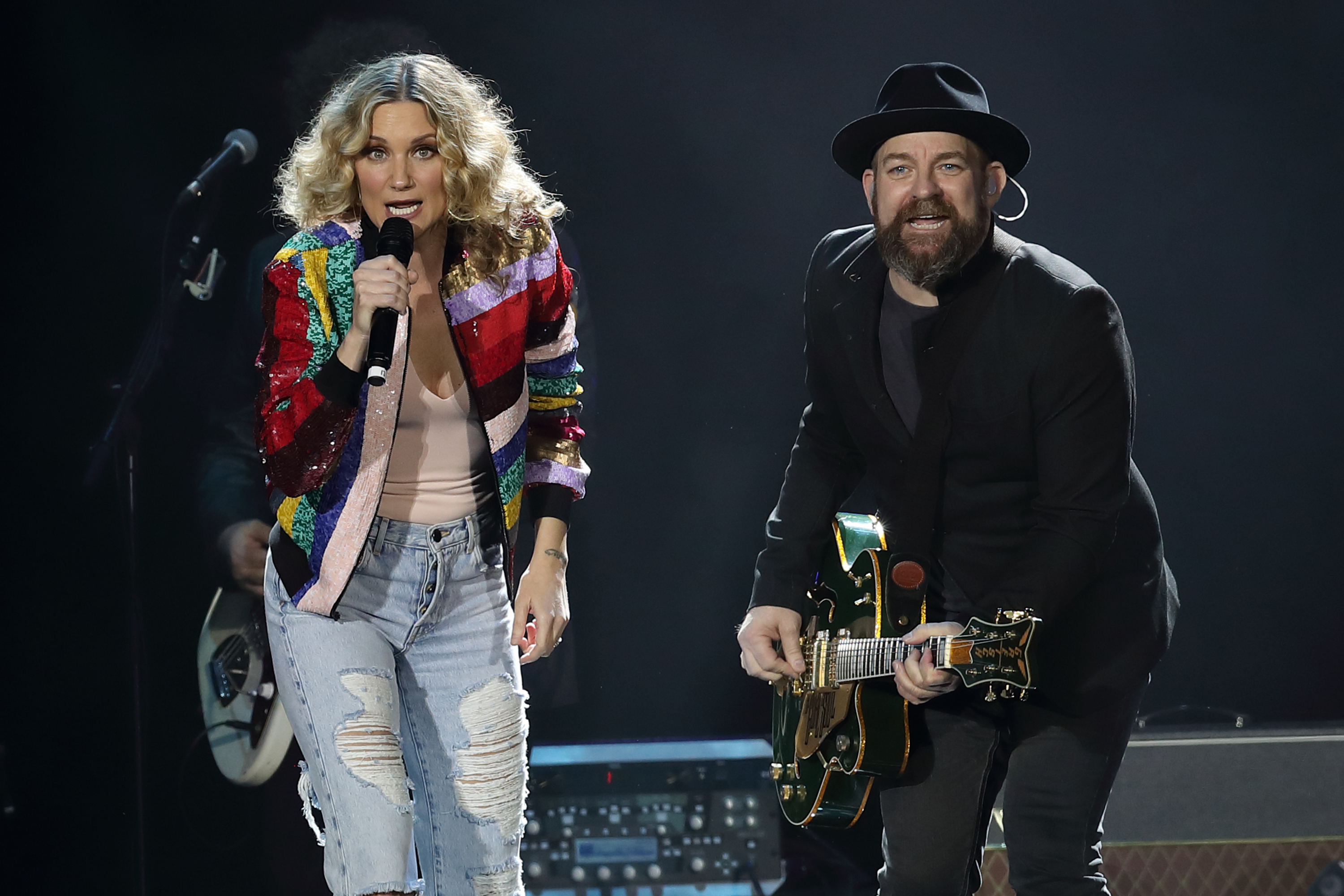f06562a7d5c Sugarland performed their first full reunion concert at the 2018 Country to  Country Festival.