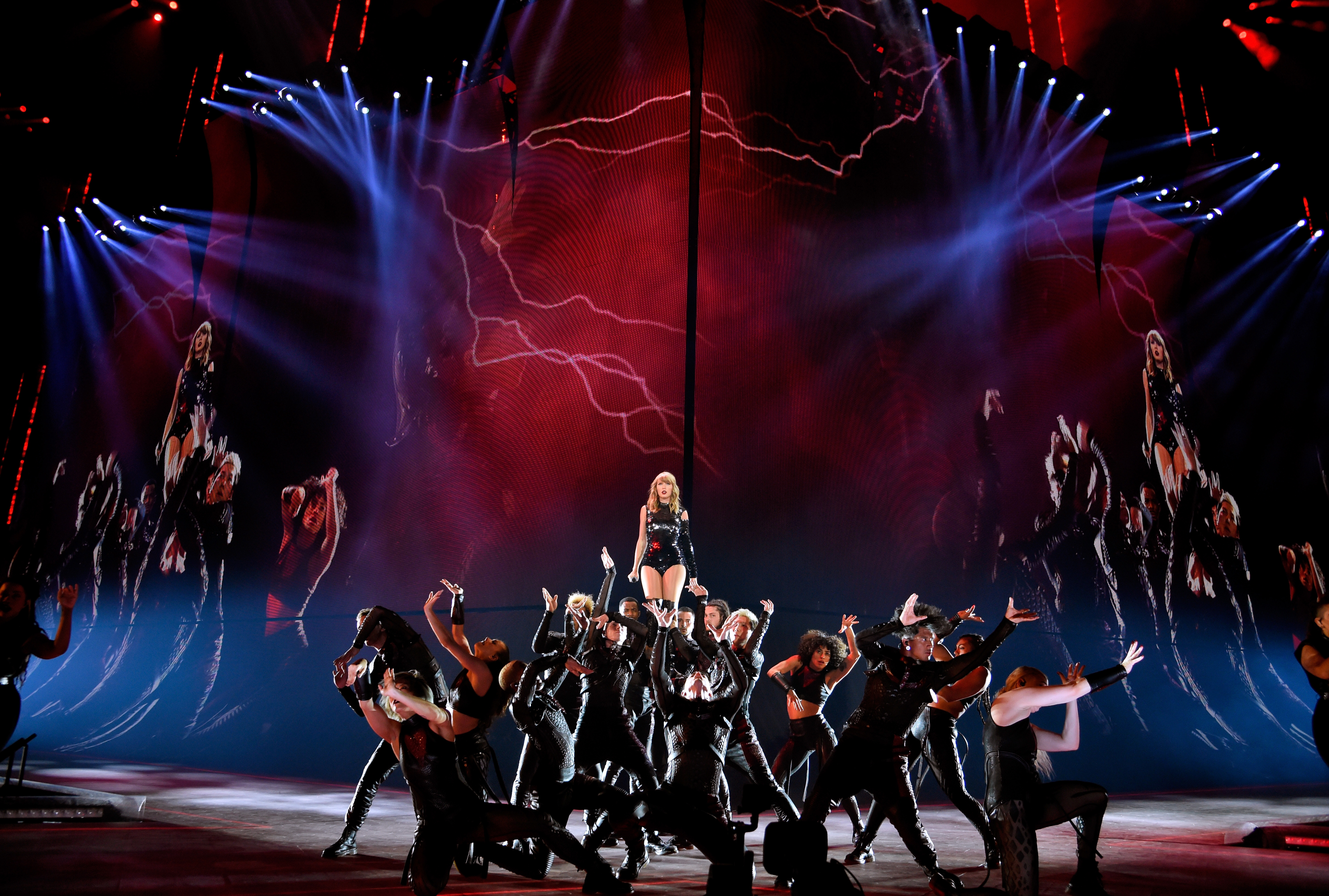 Taylor Swift Reputation Tour Rob Sheffield Reviews Rolling Stone