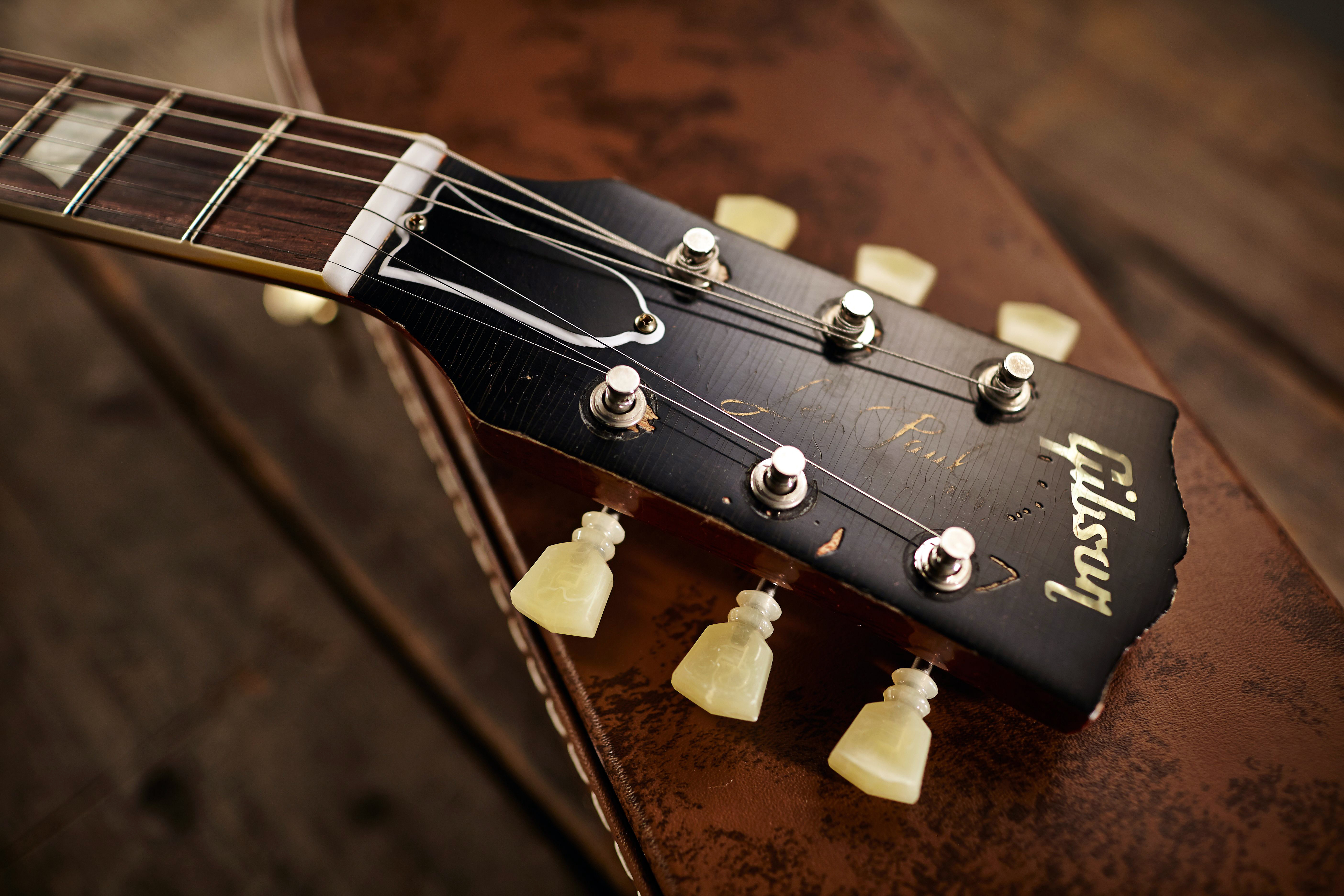 iconic guitar brand gibson files for bankruptcy rolling stone. Black Bedroom Furniture Sets. Home Design Ideas