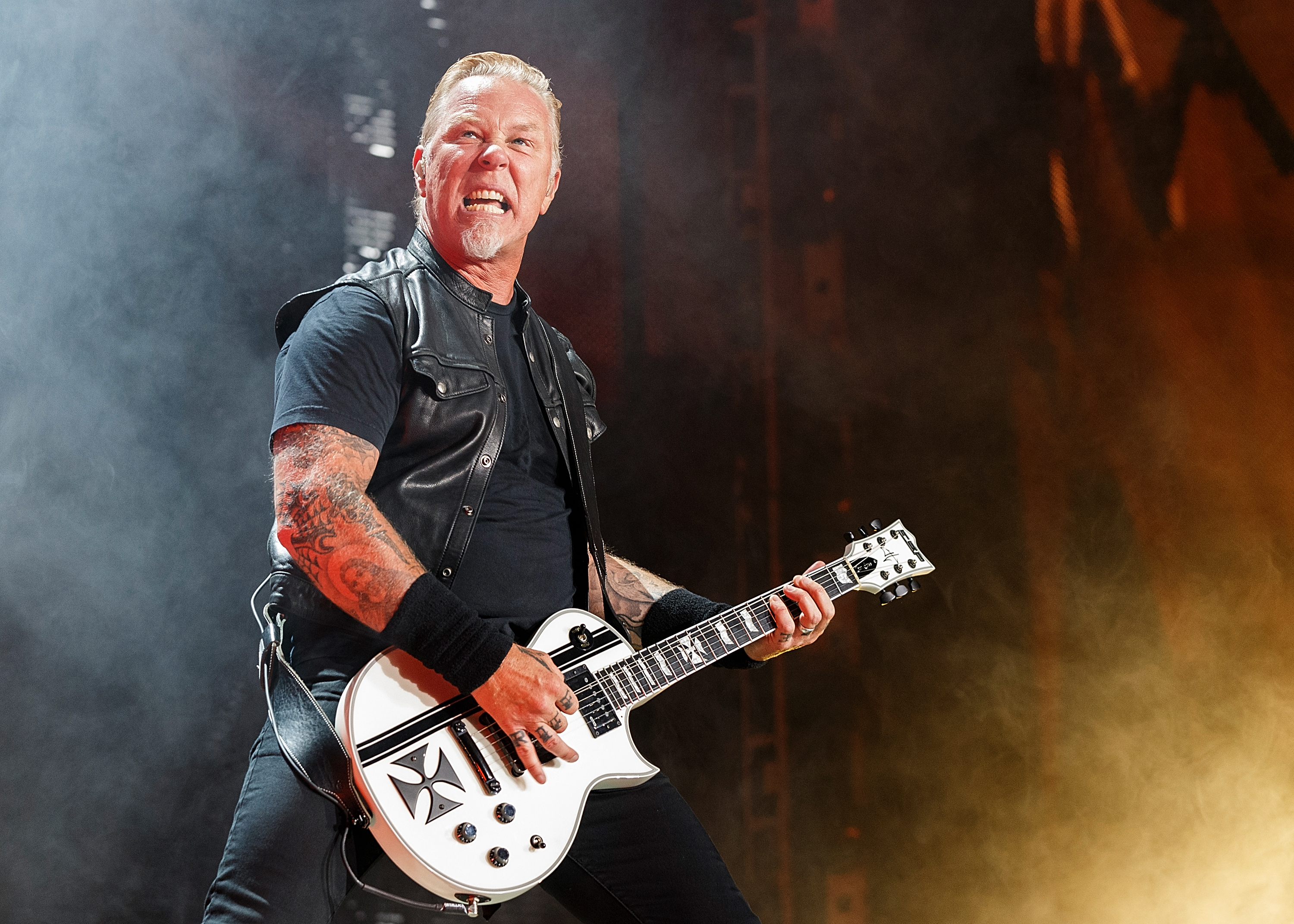 metallica s james hetfield ok after amsterdam show fall rolling stone. Black Bedroom Furniture Sets. Home Design Ideas