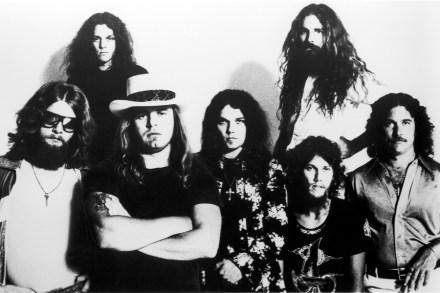 Remembering Lynyrd Skynyrd's Plane Crash, Ronnie Van Zant – Rolling