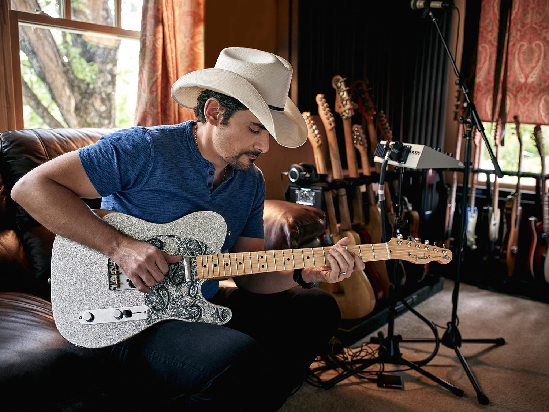 Brad Paisley Guitar : brad paisley talks signature guitar netflix comedy special rolling stone ~ Vivirlamusica.com Haus und Dekorationen