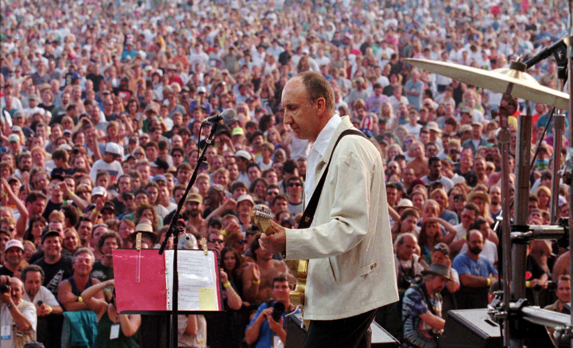 Watch Pete Townshend Return to Woodstock in 1998 – Rolling Stone