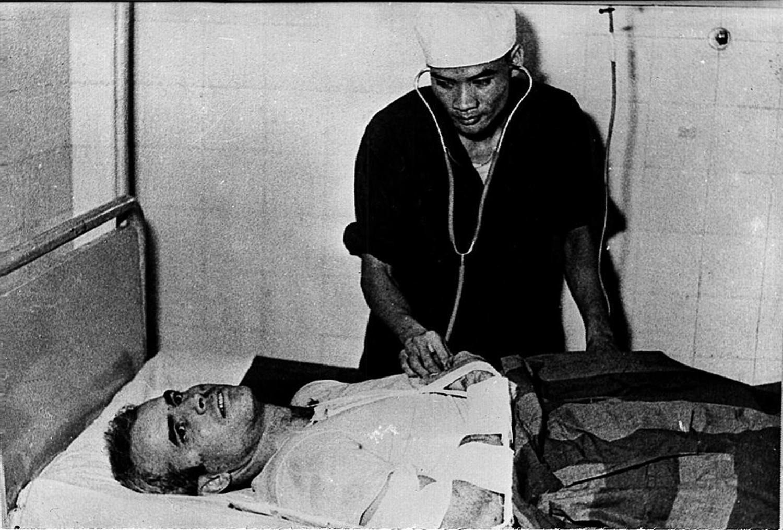 john mccain hanoi hilton 1967 prisoner of war