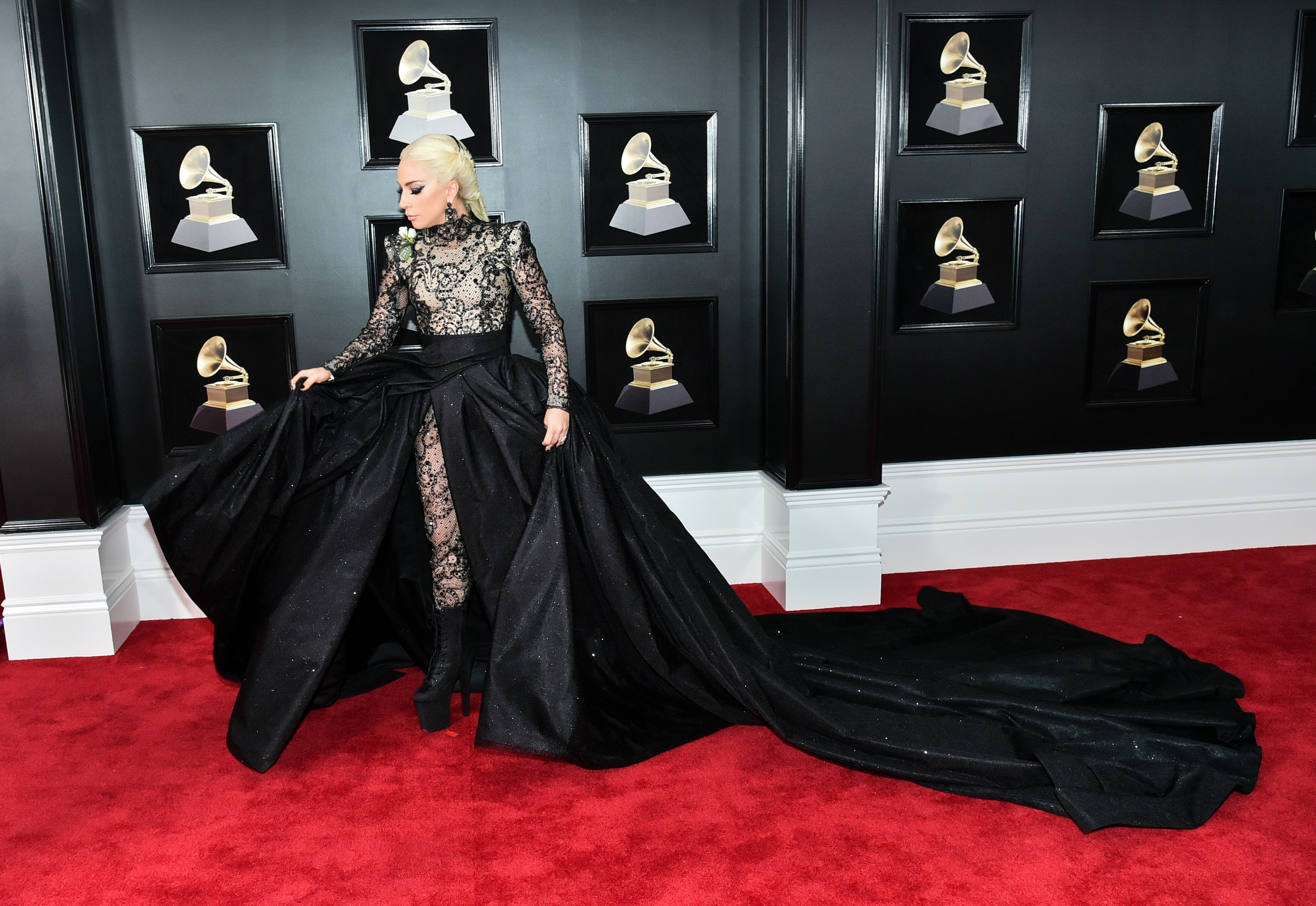 60683094d67 2018 Grammys Red Carpet: Best Photos of Arrivals, Fashion – Rolling ...