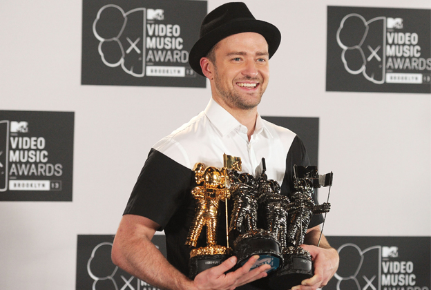 Justin Timberlake Defends Miley Cyrus, Offers '20/20′ Details