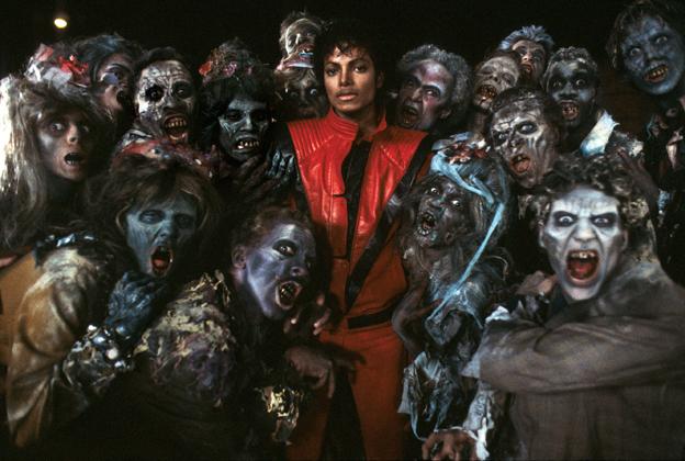 Michael Jackson y los zombies en el set de Thriller.