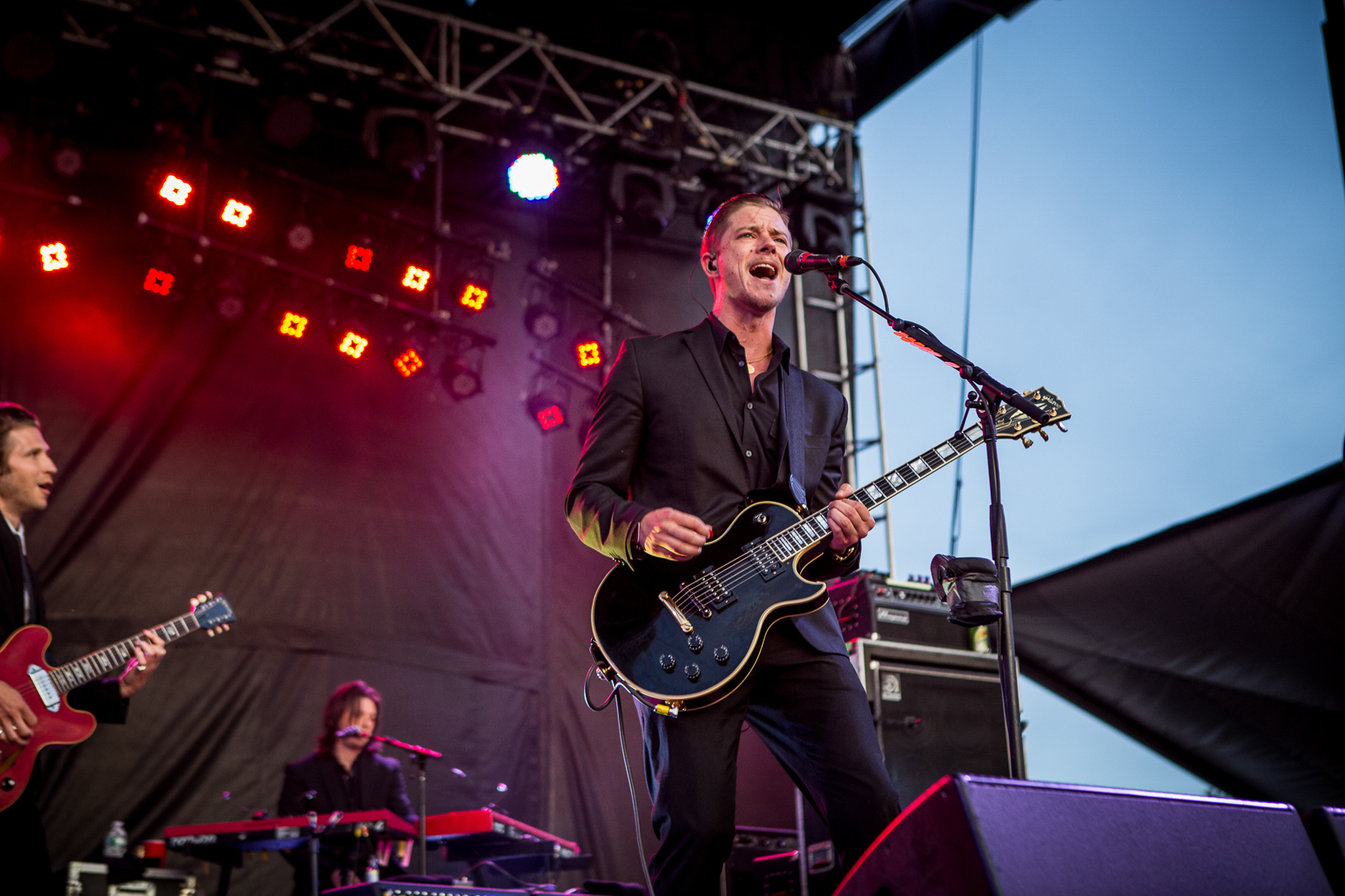 Bansheewerkscom Frivolities Geetar 30 Best Things We Saw At Governors Ball 2014 Rolling Stone Dressed Bearer Of New York Rock Nostalgia Interpol