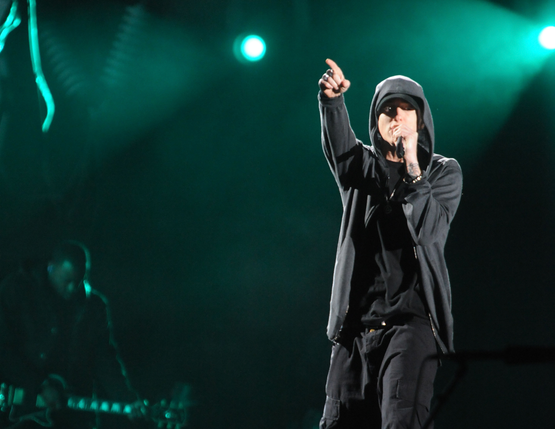 771084a5a12 Eminem Is Glad He Stays Off Social Media – Rolling Stone