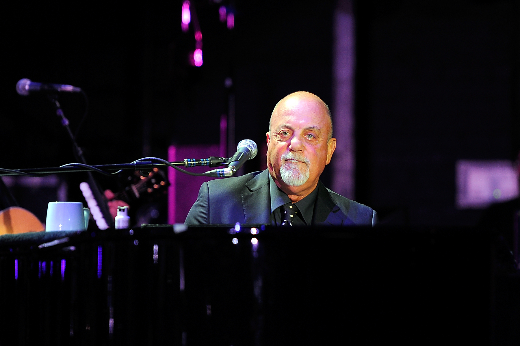 Amazing Billy Joel Performs In London, England. Design Ideas