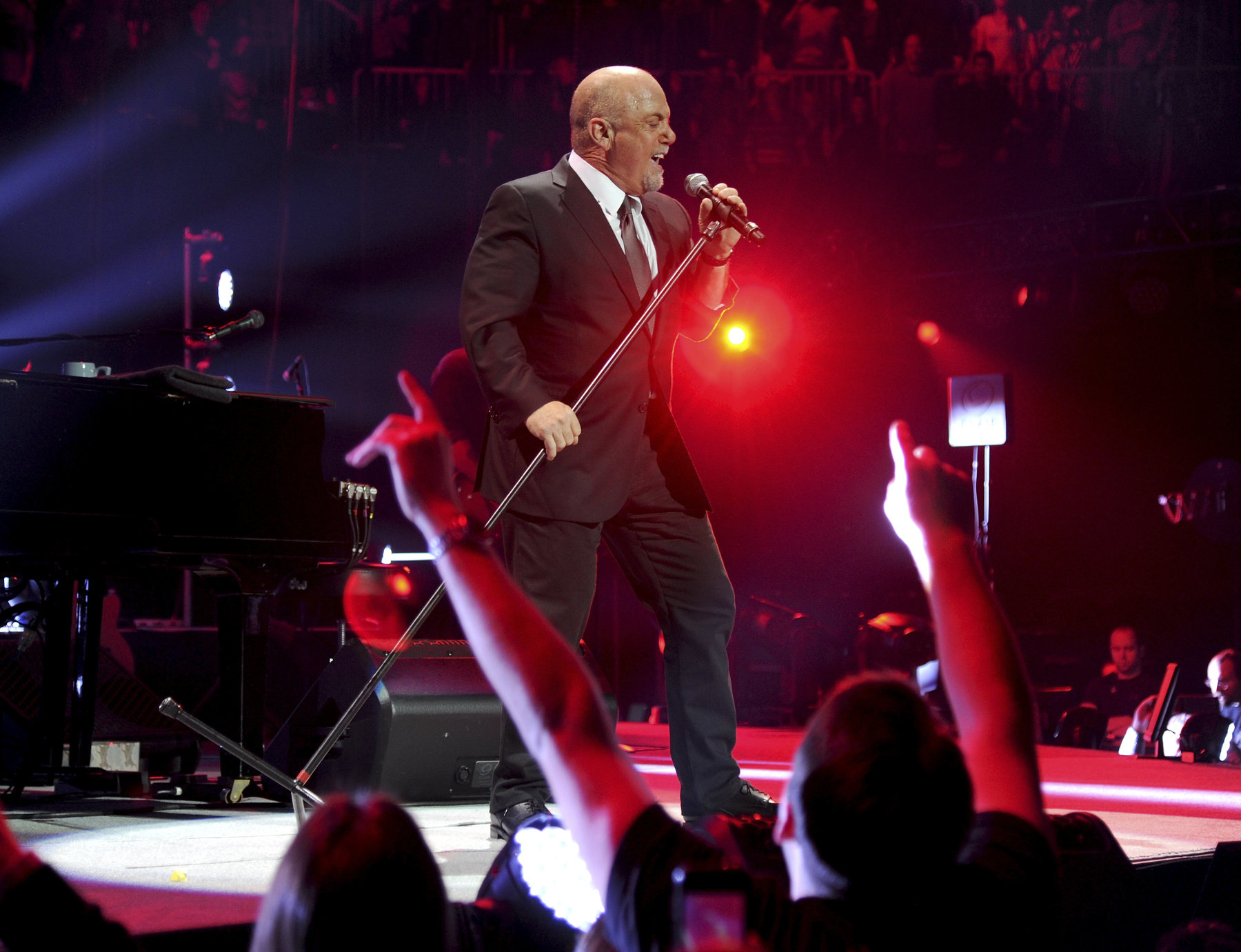Billy Joel Leads Hometown Sing-Alongs at New Year's Show in Brooklyn