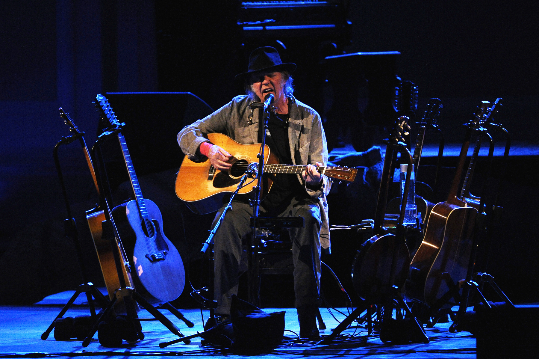 Neil Young Revisits Seventies For A Spellbinding Carnegie Hall Show