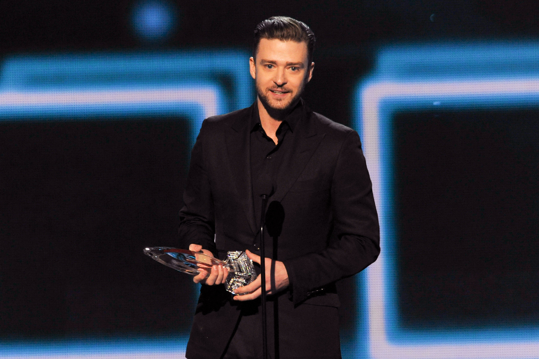 Justin Timberlake, Sandra Bullock Win Big at People's Choice Awards