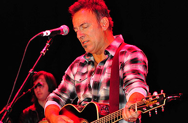 Bruce Springsteen Plays Dancing In The Dark At Secret New Jersey