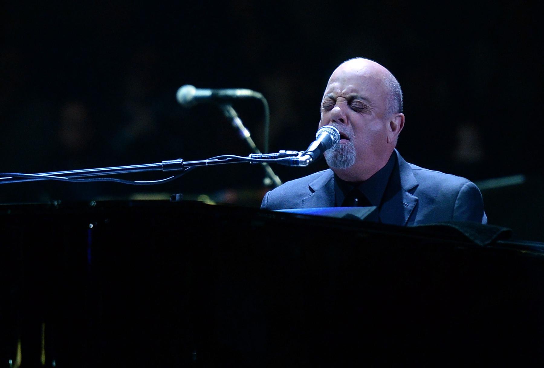 Billy Joel's Garden Residency Begins With Salty Jokes and Sing-Alongs