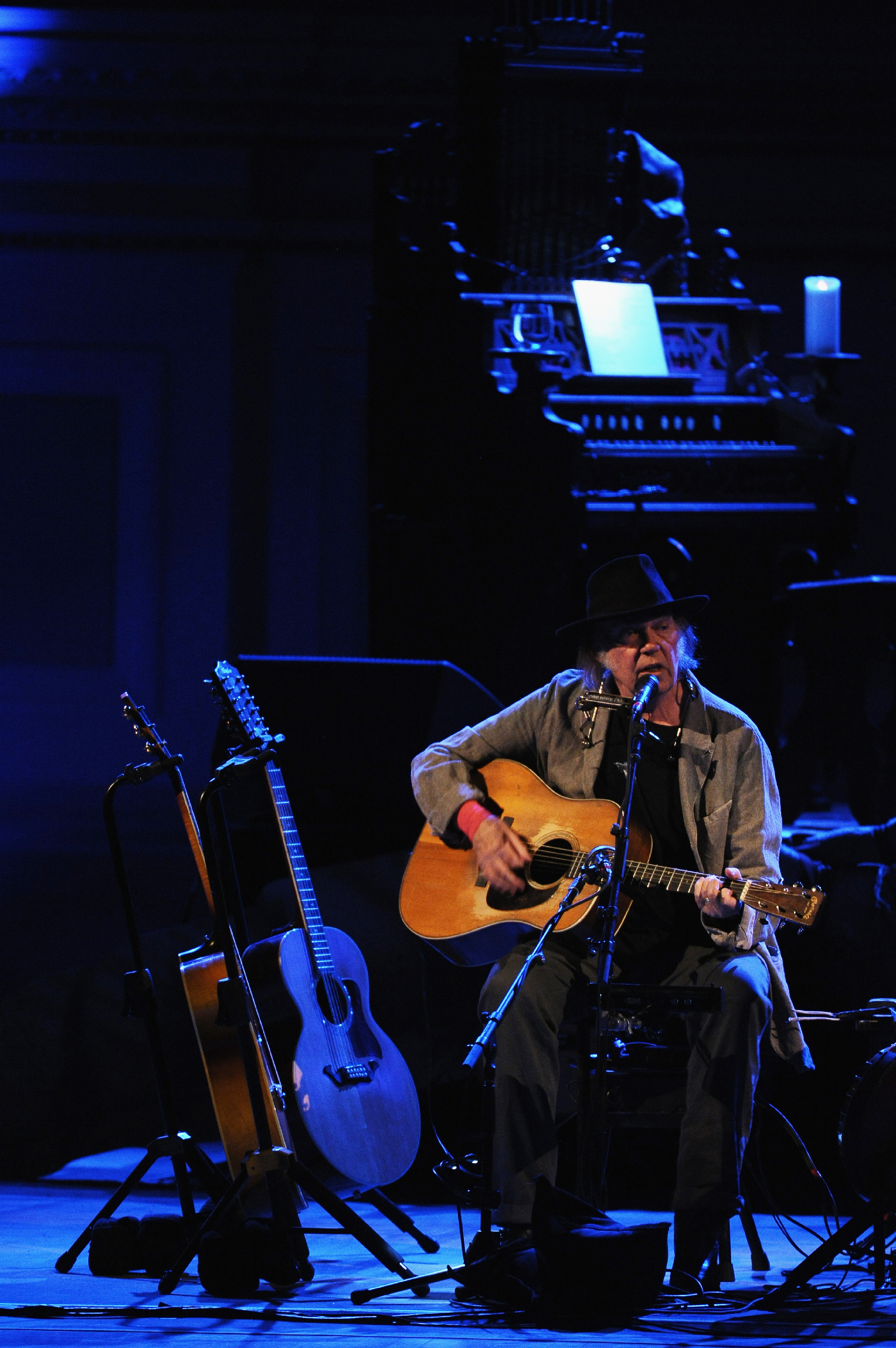 Neil Young Books Pair of Solo Acoustic Concerts In Los Angeles