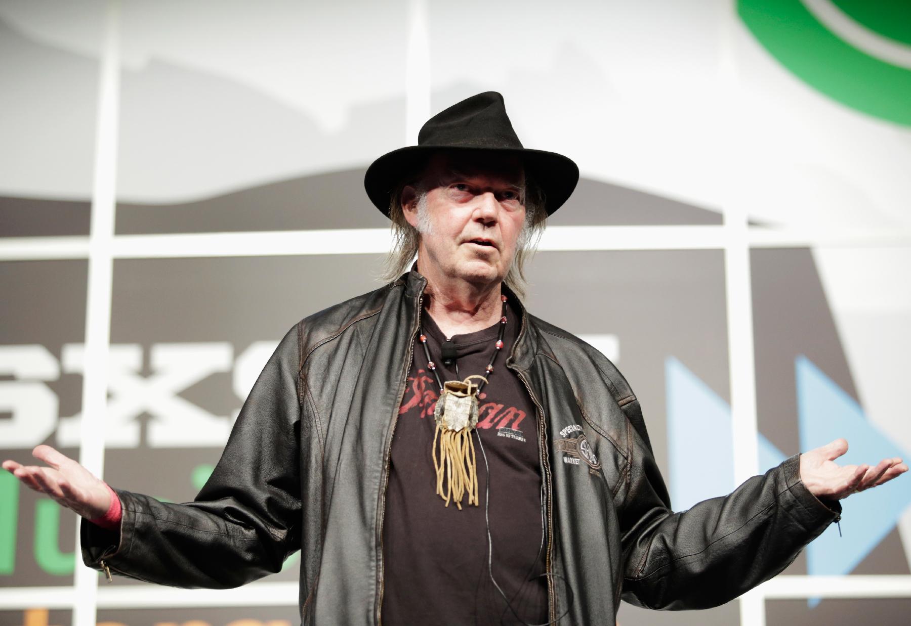 Neil Young Reaches $800,000 Pono Kickstarter Goal in 1 Day