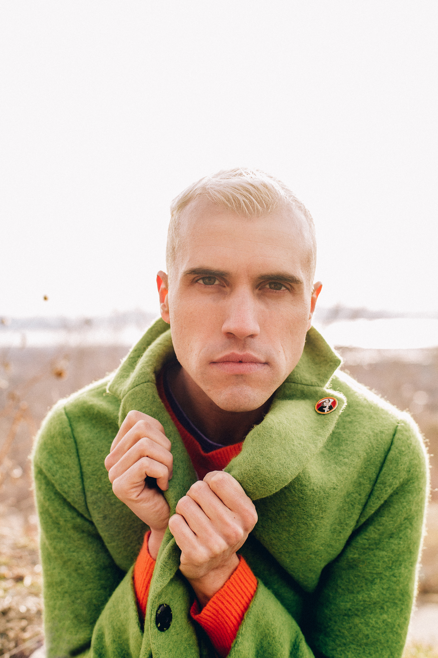 Are the drummer and singer of neon trees dating website