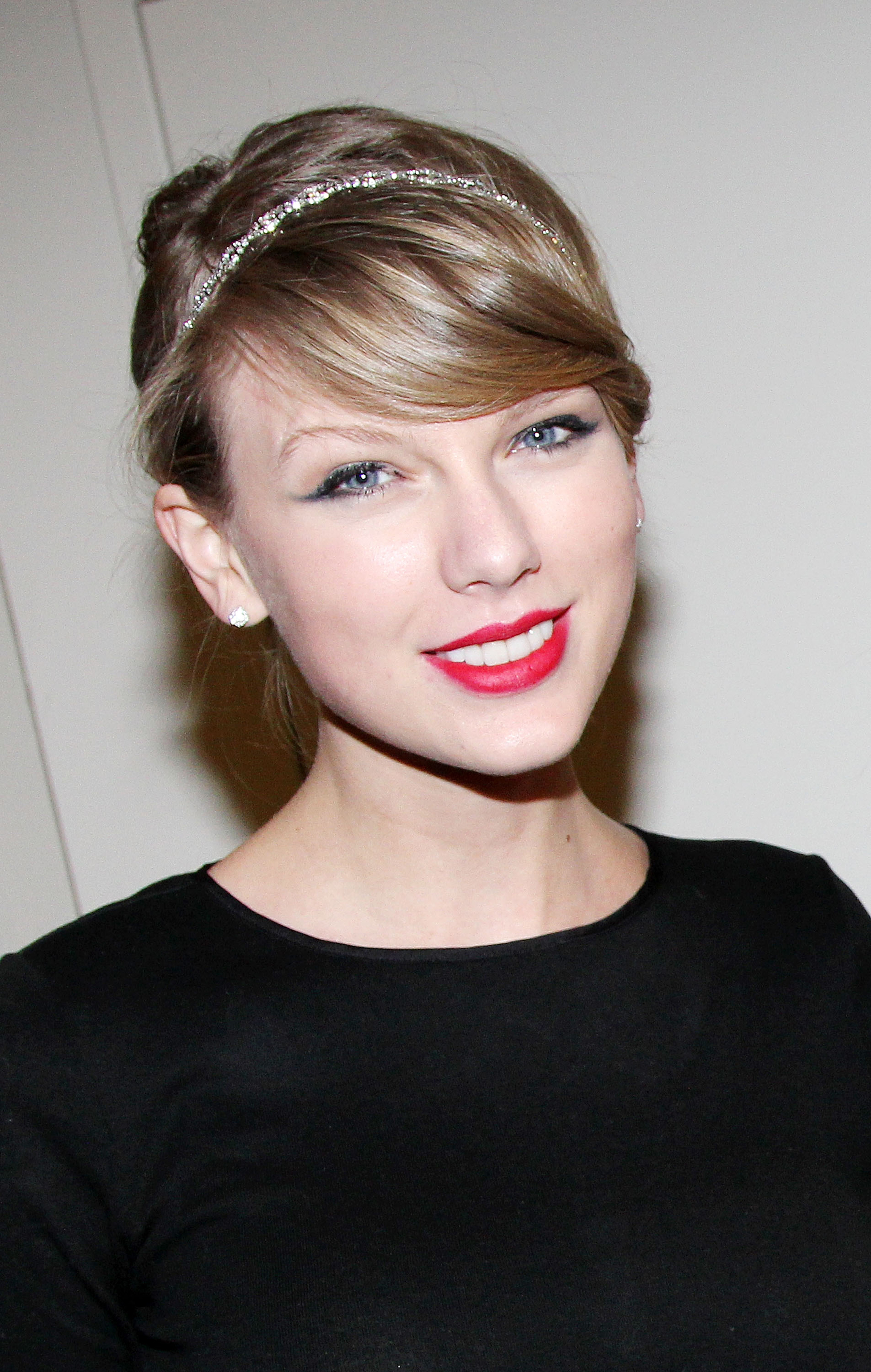 Taylor Swift Cancels Thailand Concert Due to Political Turbulence