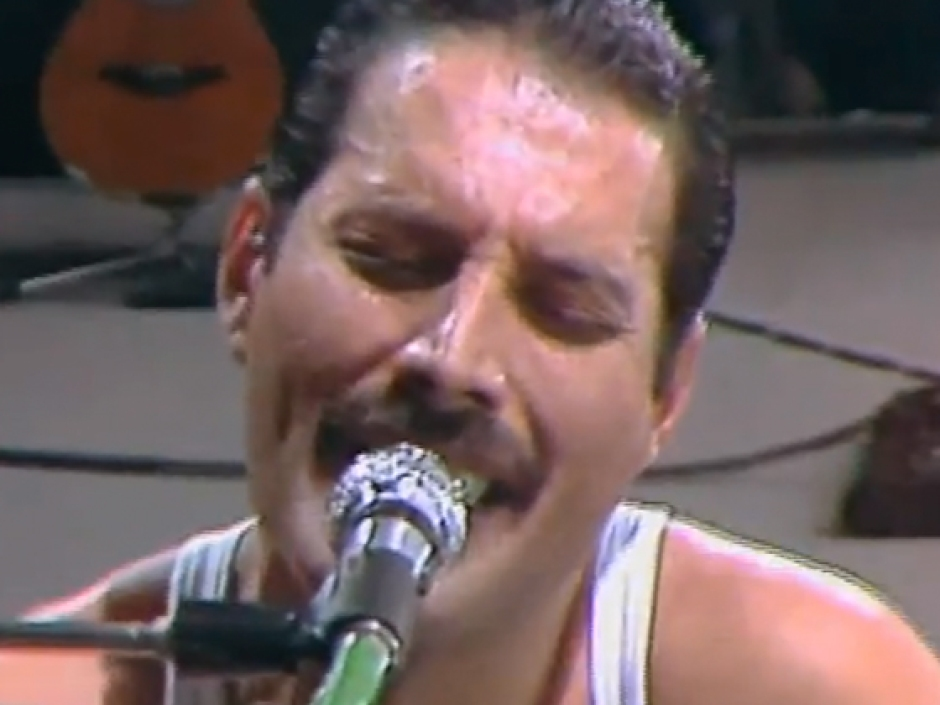 Flashback: Queen Steal the Show at Live Aid – Rolling Stone