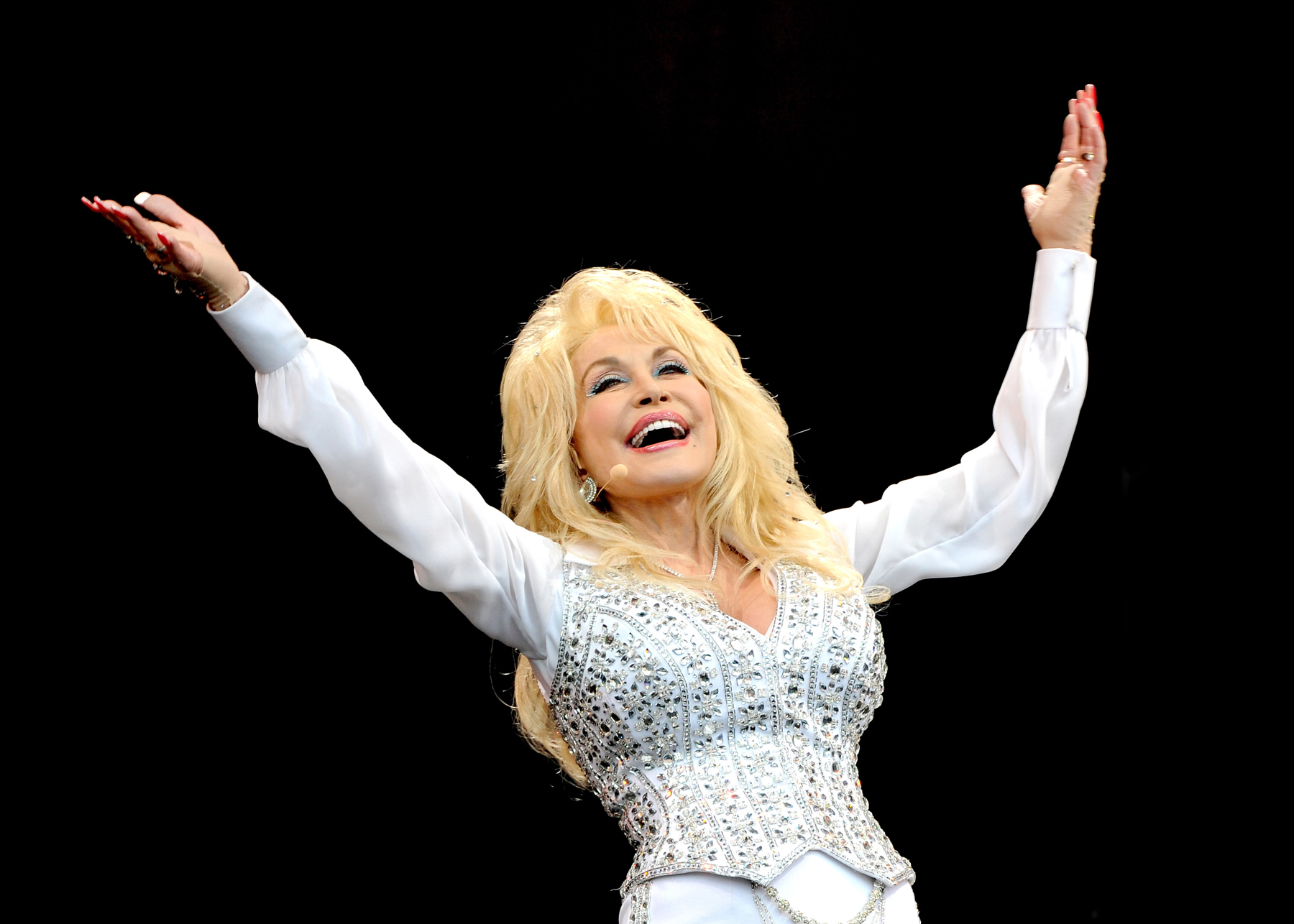 Dolly Parton Finds Furry Friend in Glastonbury