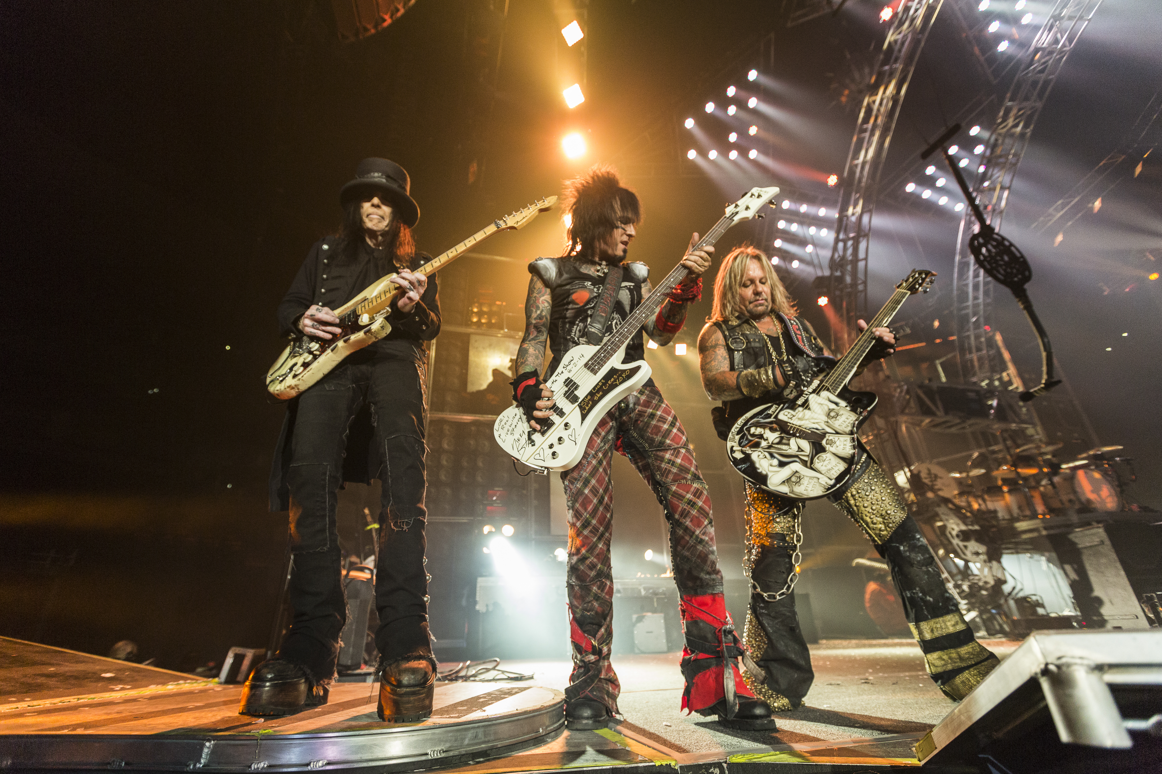 19 Things We Learned Hanging Out Backstage With Mötley Crüe