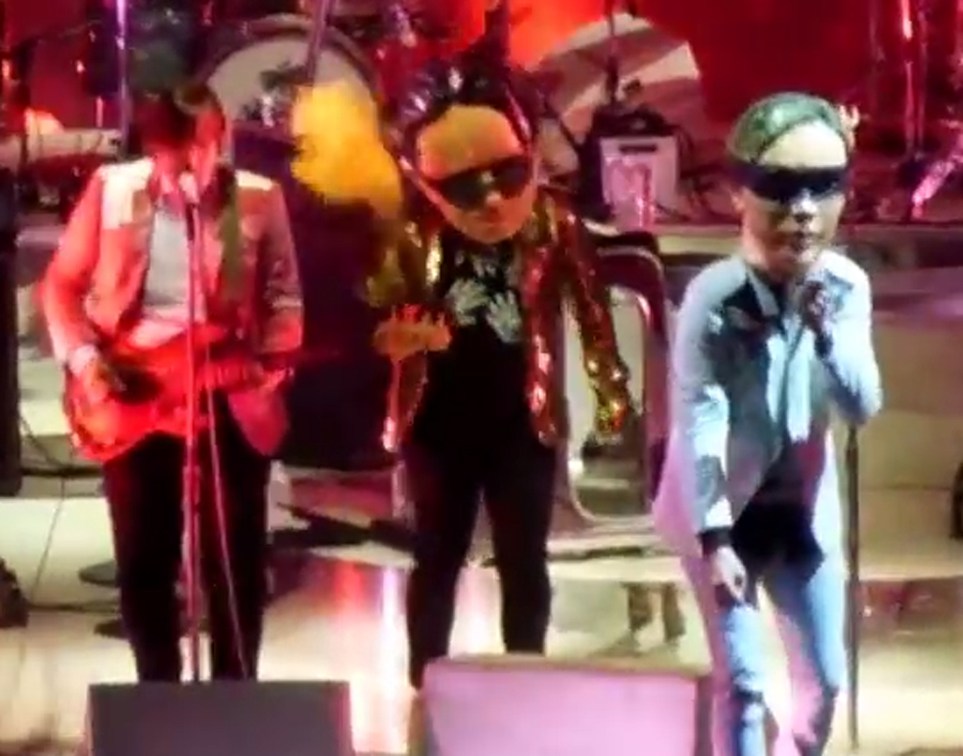 Arcade Fire Pay Tribute to Pixies at Massachusetts Show