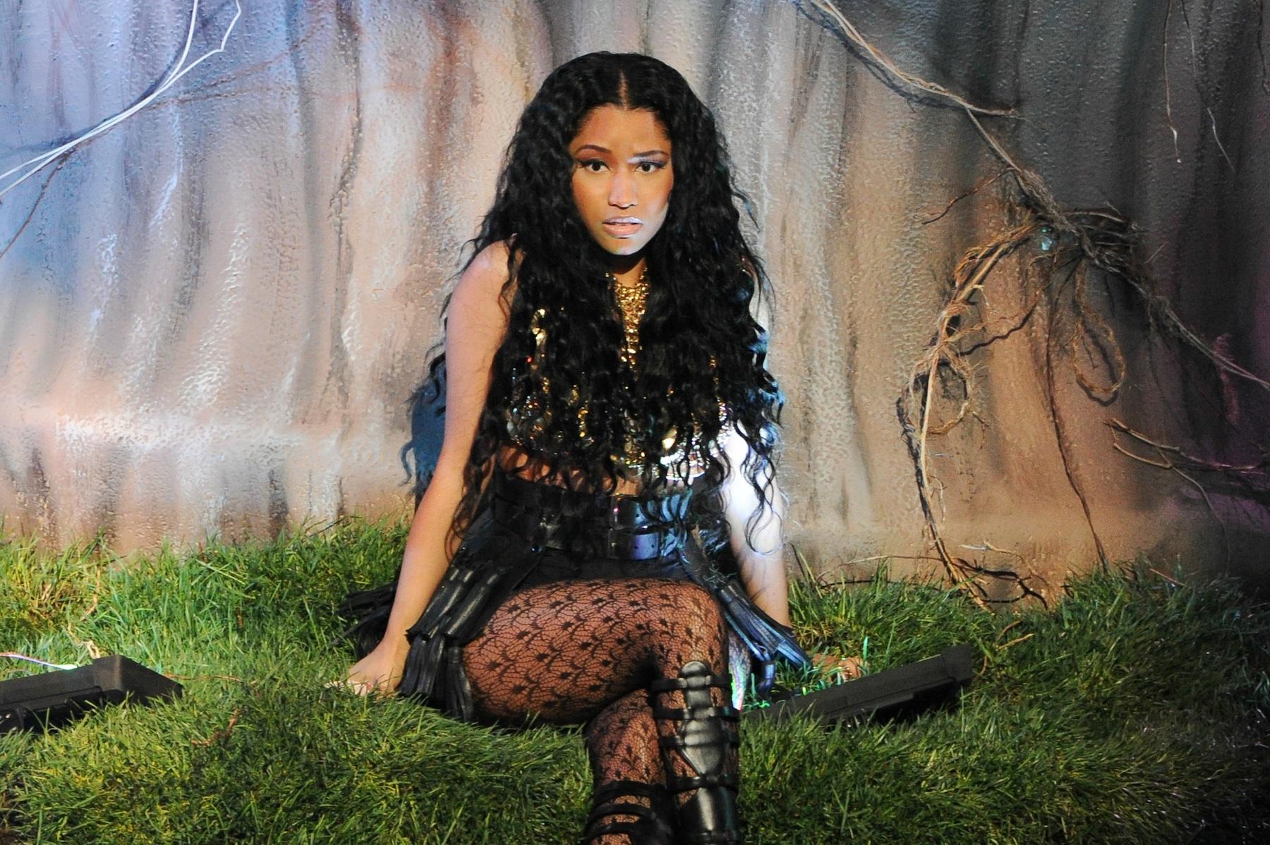 Nicki Minaj Dancer Bitten by a Giant Snake During VMA Rehearsal