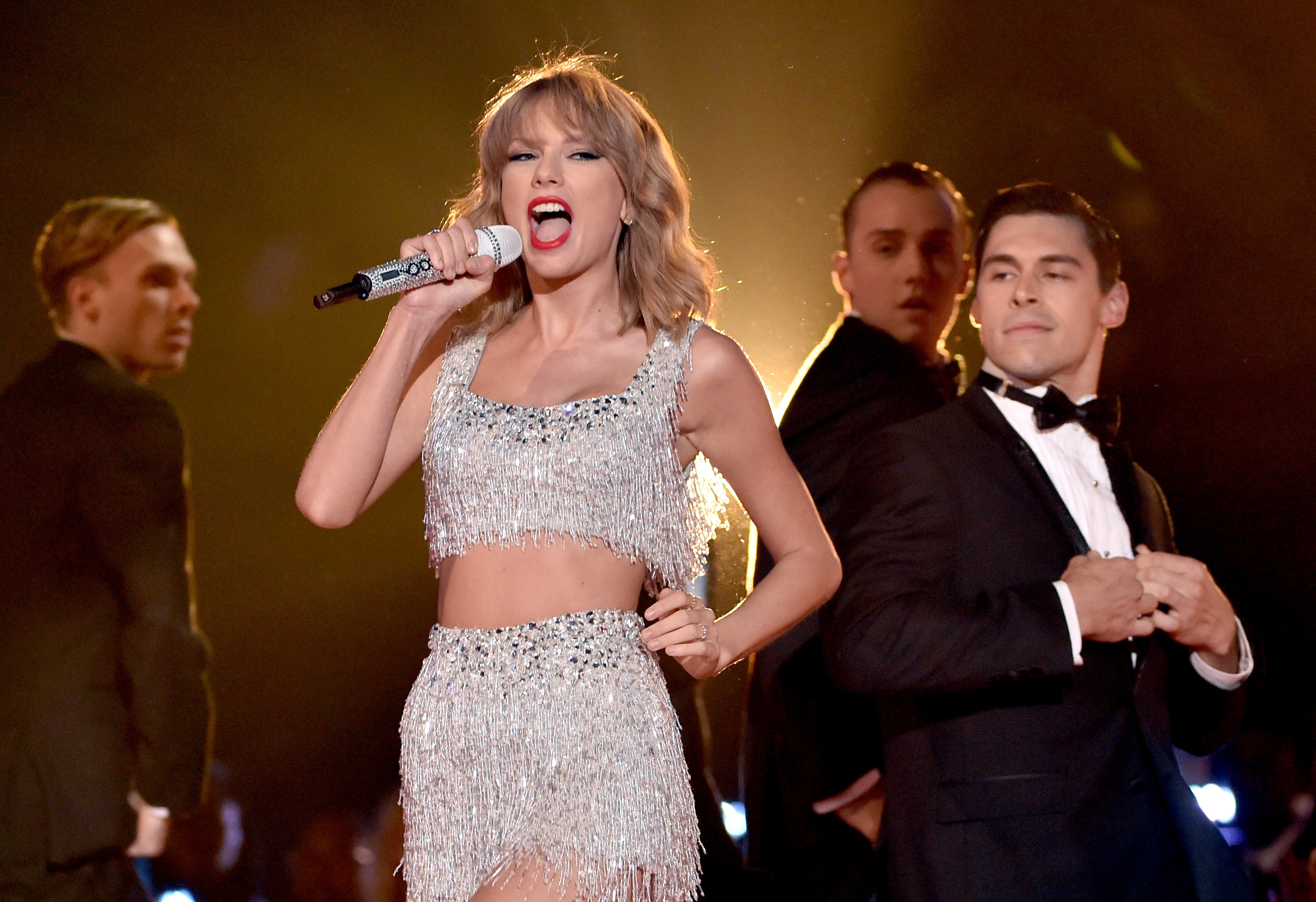 Vmas 2014 Taylor Swift Throws Shake It Off Pop Party Rolling Stone