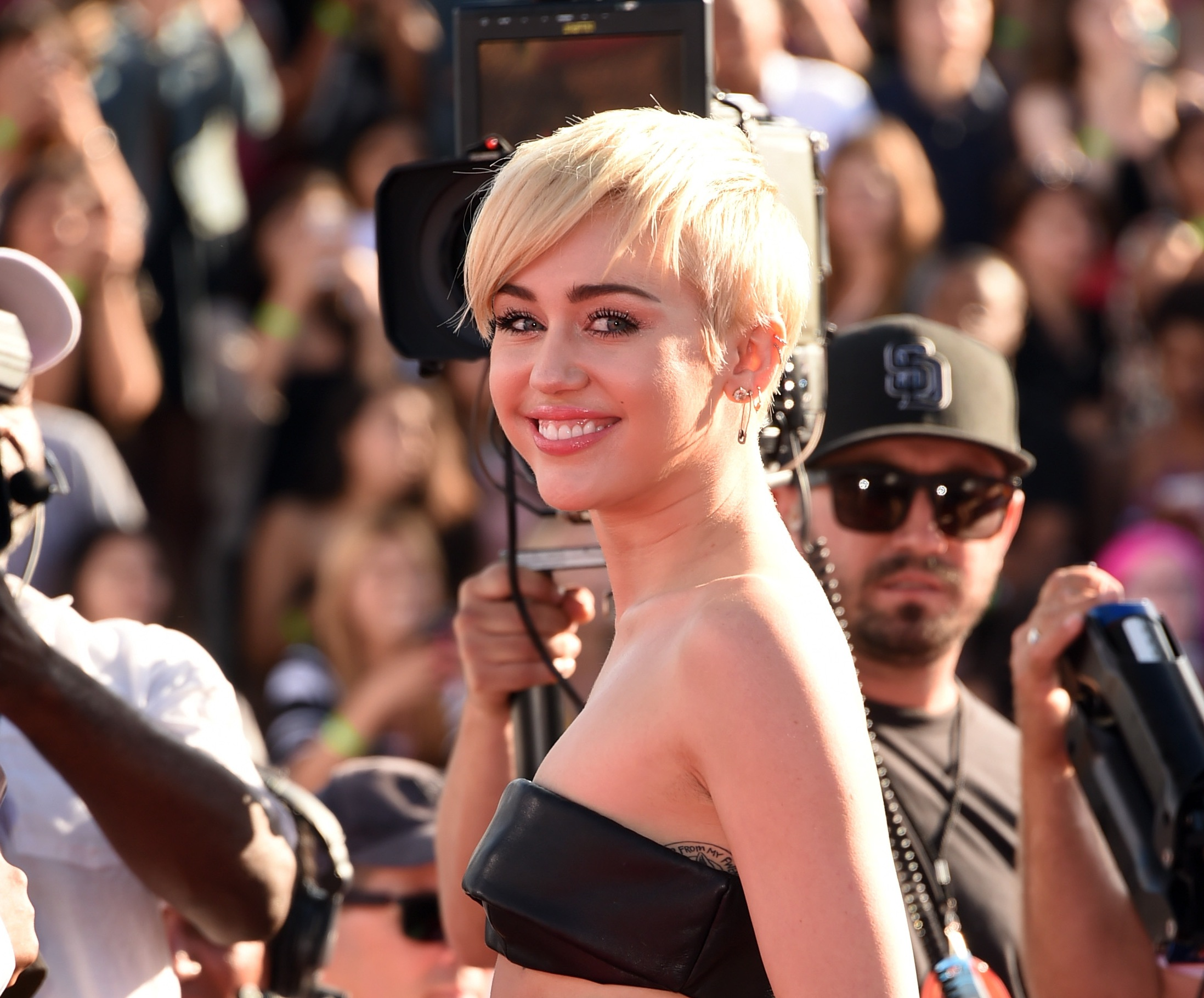 Miley Cyrus Sends Homeless Youth to Accept VMA Video of the Year